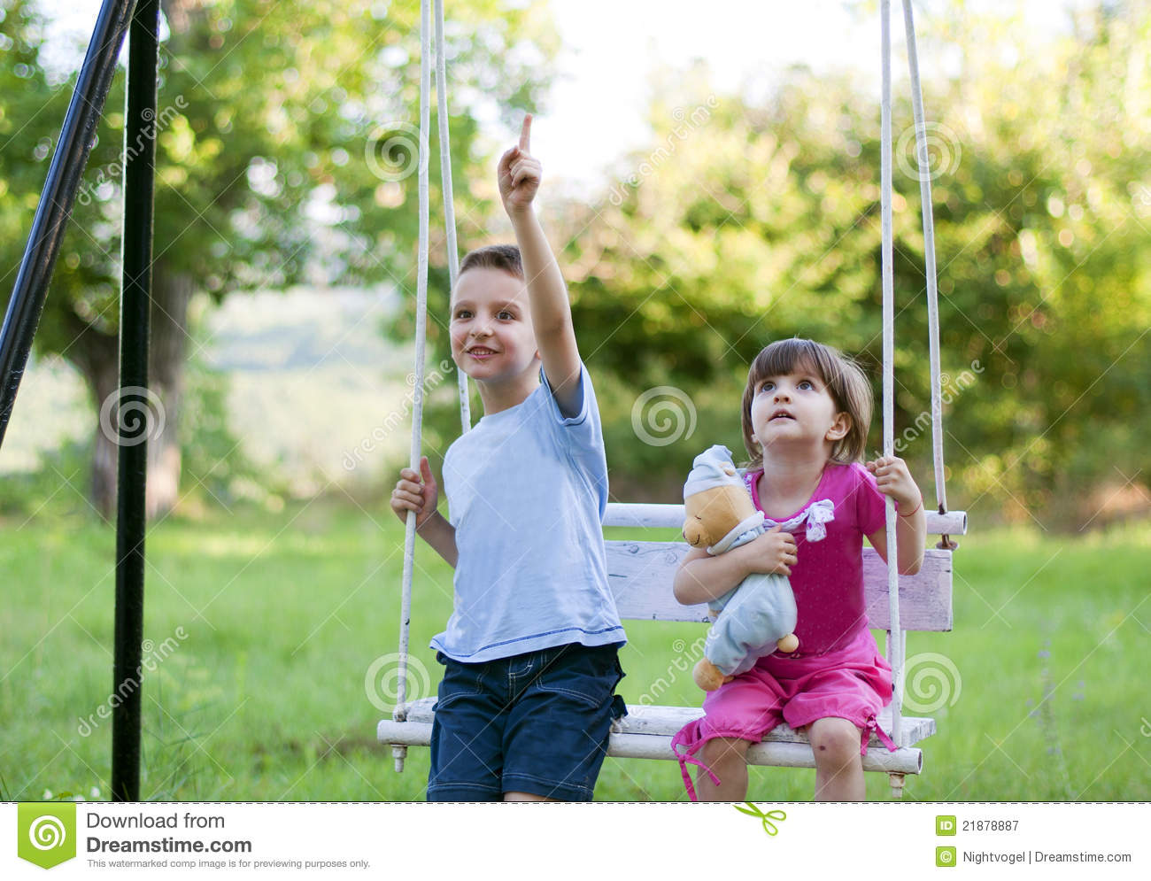 brother-sister-swing-21878887.jpg