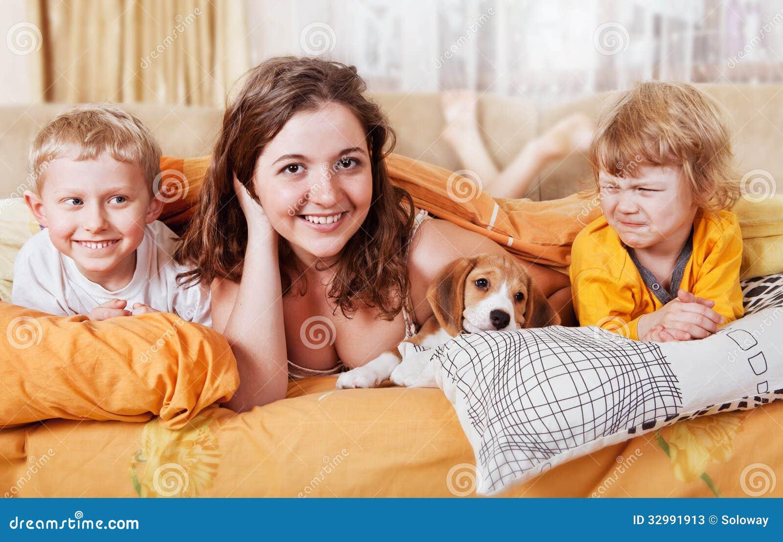 Сестры в постели 6 фотография