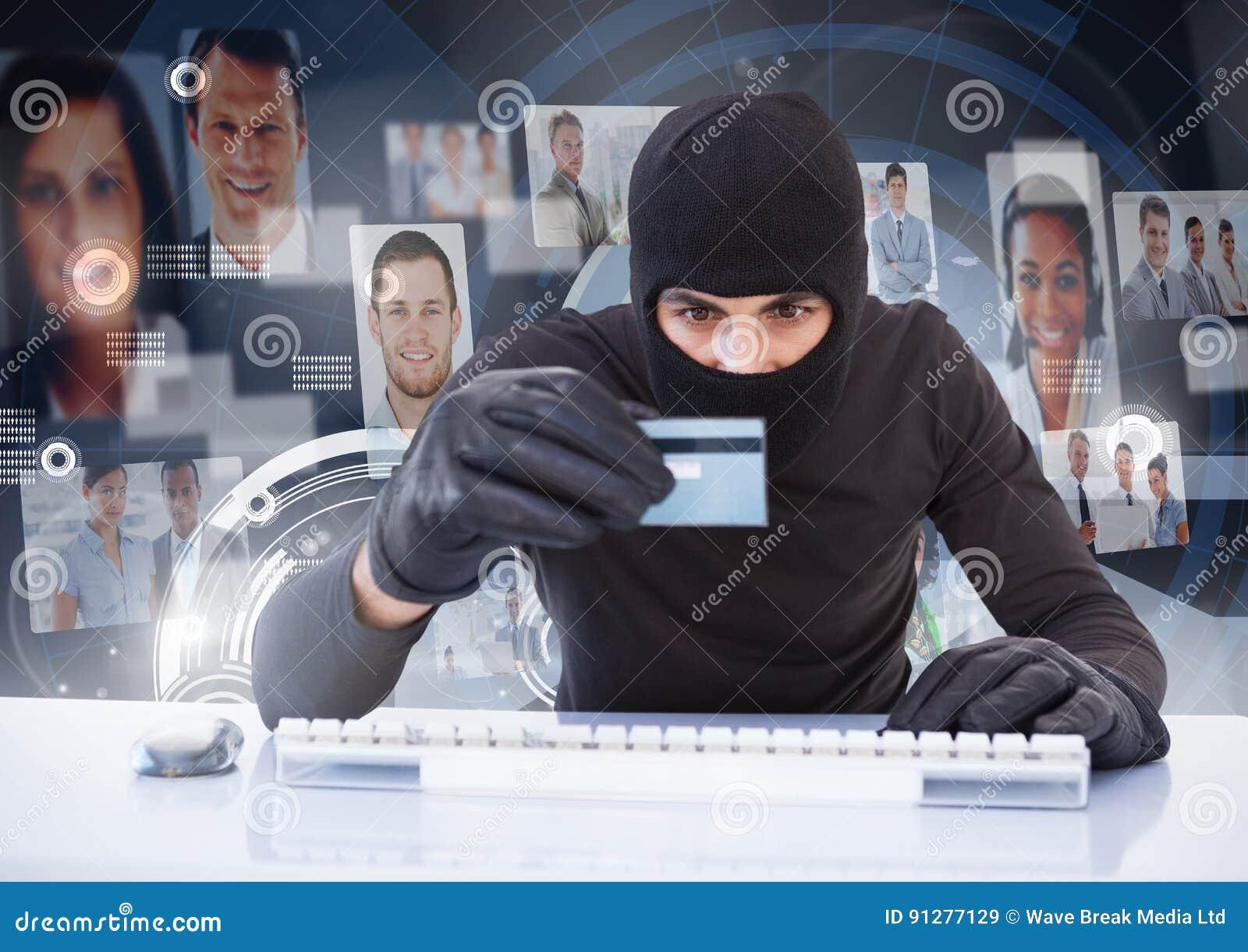 Brottslingen i huv på bärbara datorn med kortet som är främst av folkprofil, vänder mot