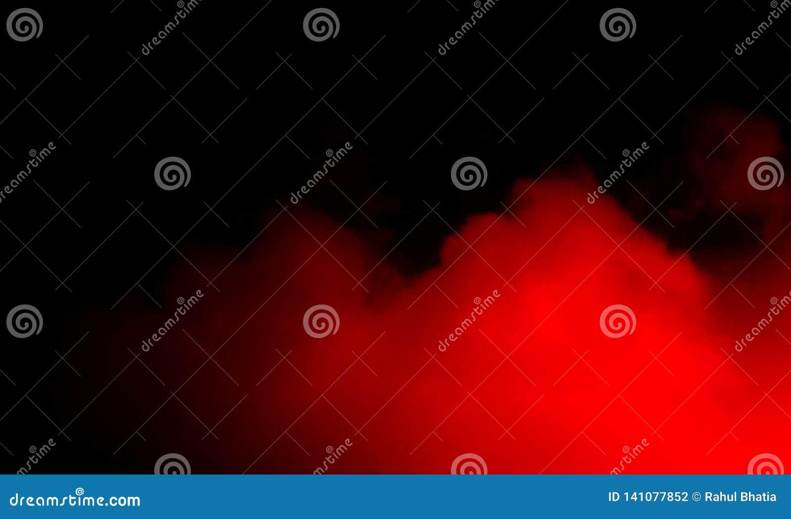 Brouillard rouge abstrait de brume de fumée sur un fond noir