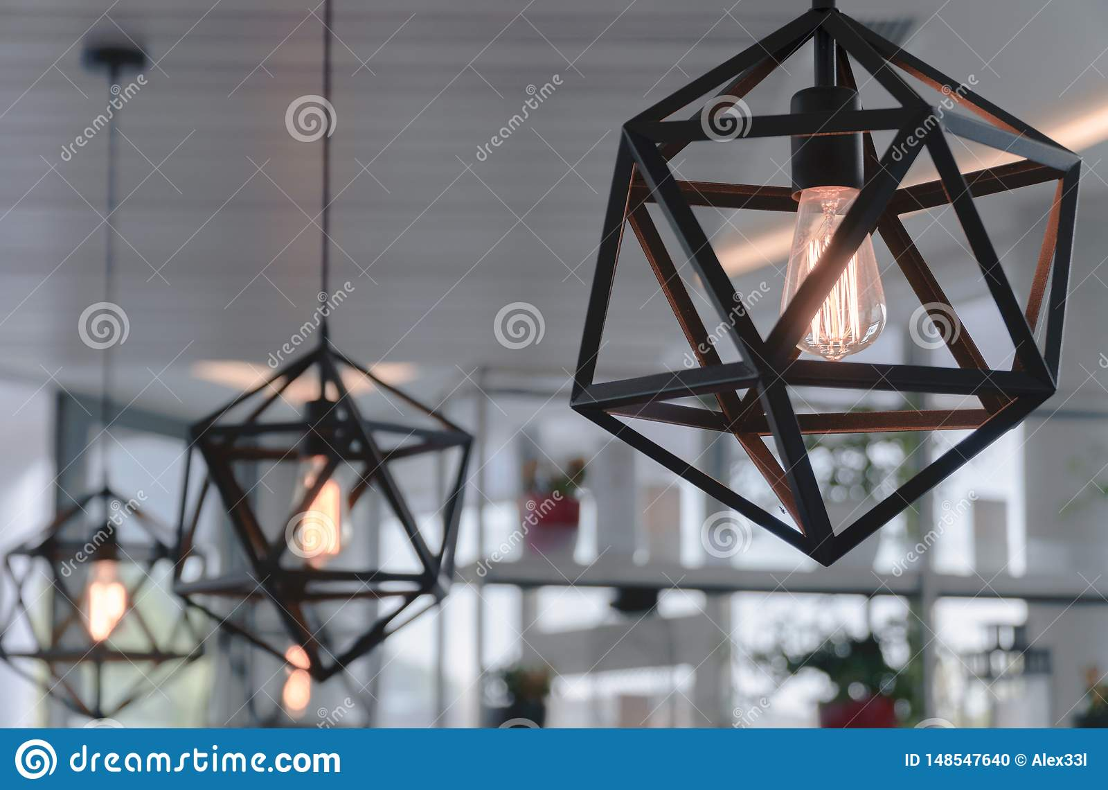 Brown świecznik w kawiarni