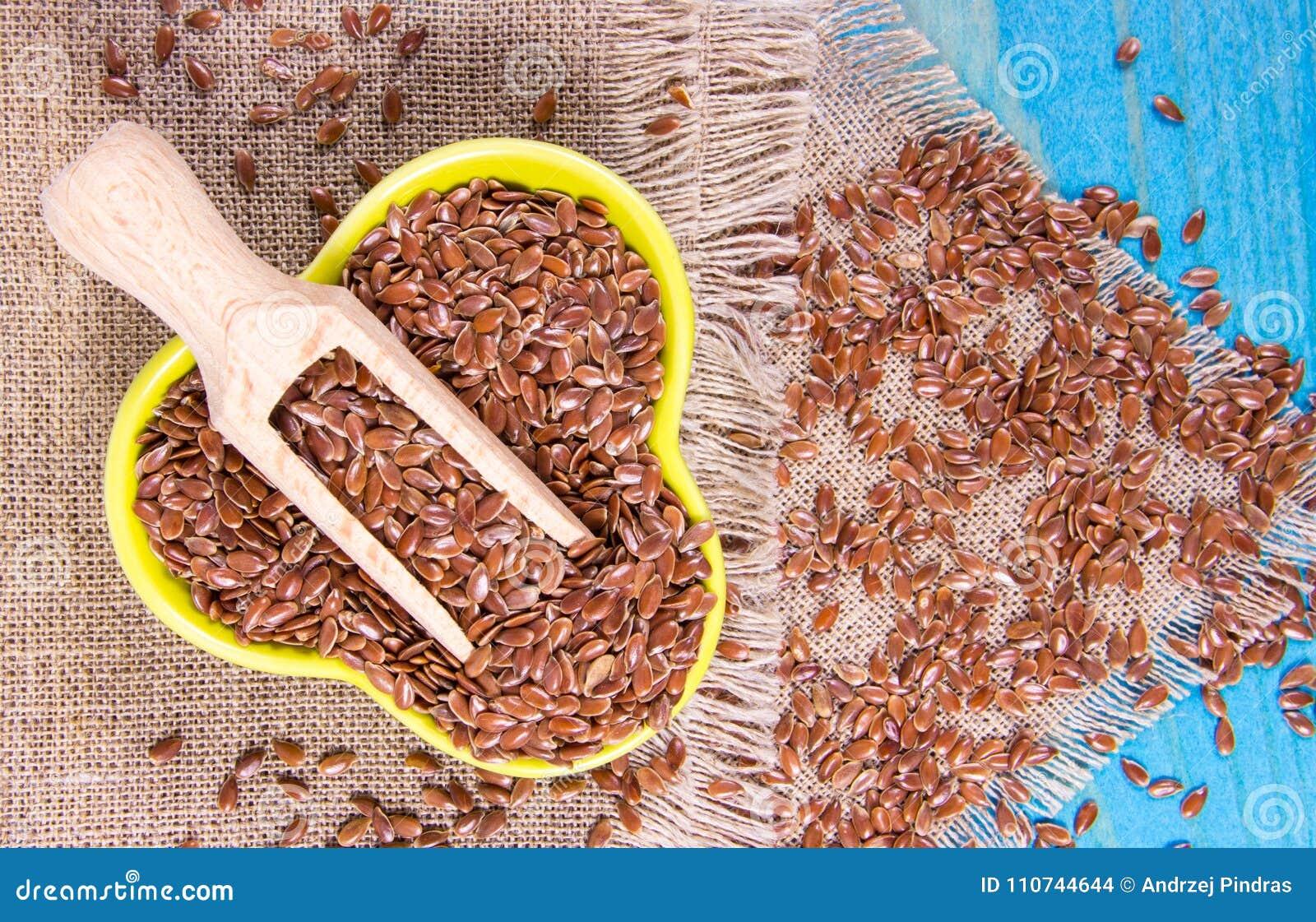 Brown flaxseed, żywność organiczna dla zdrowego łasowania