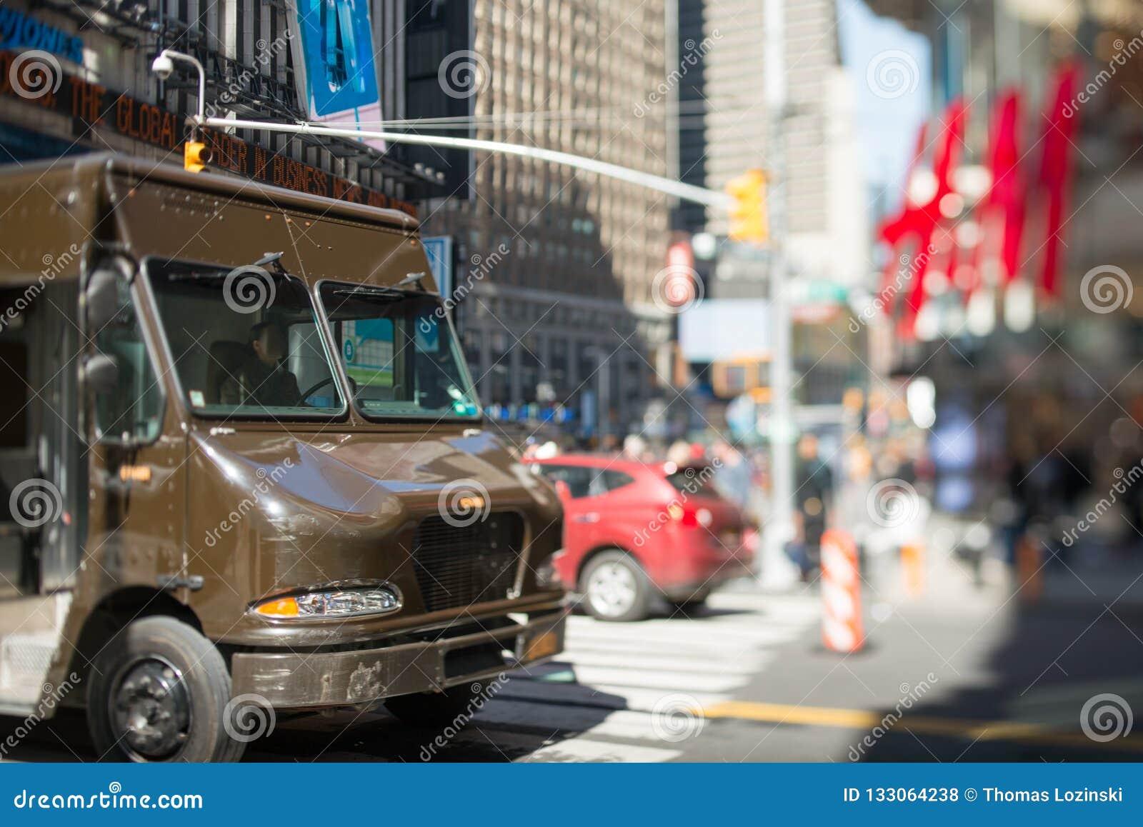 Brown livrent le camion dans la ville