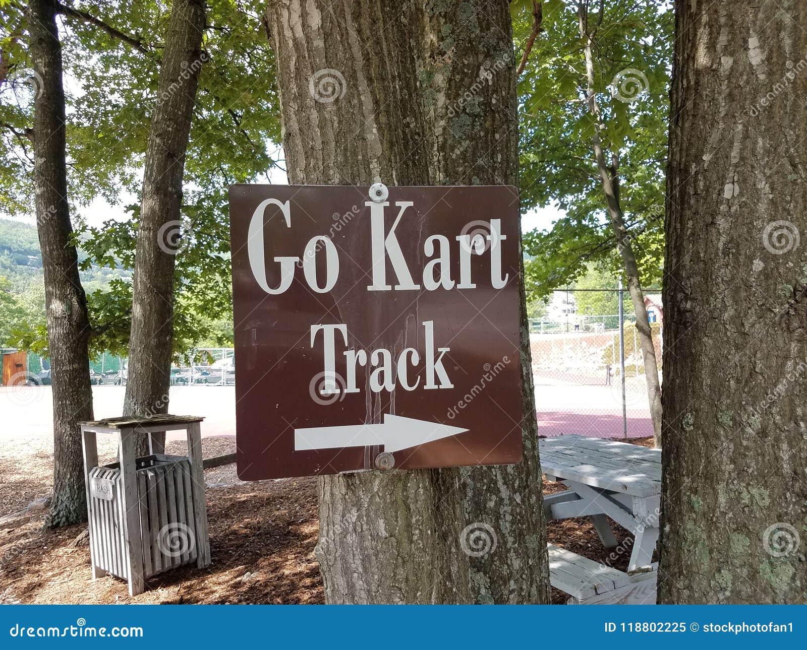 Brown vont voie de kart se connectent un arbre