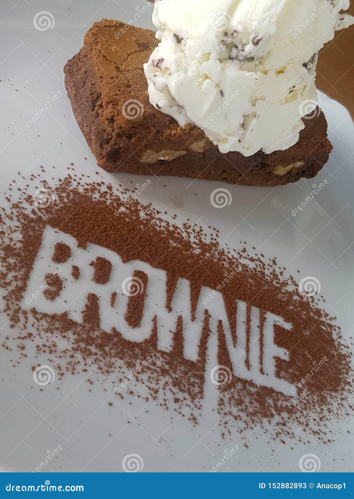 Brownie deliciosa com gelado Chocolate
