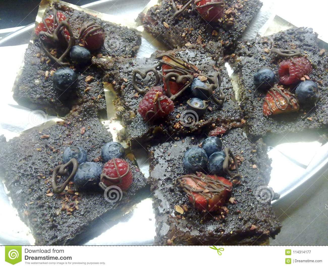 Brownies crus do ` s do cacau e da data