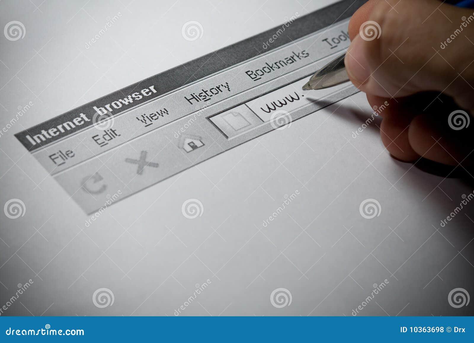 Browser di Internet con la mano maschio