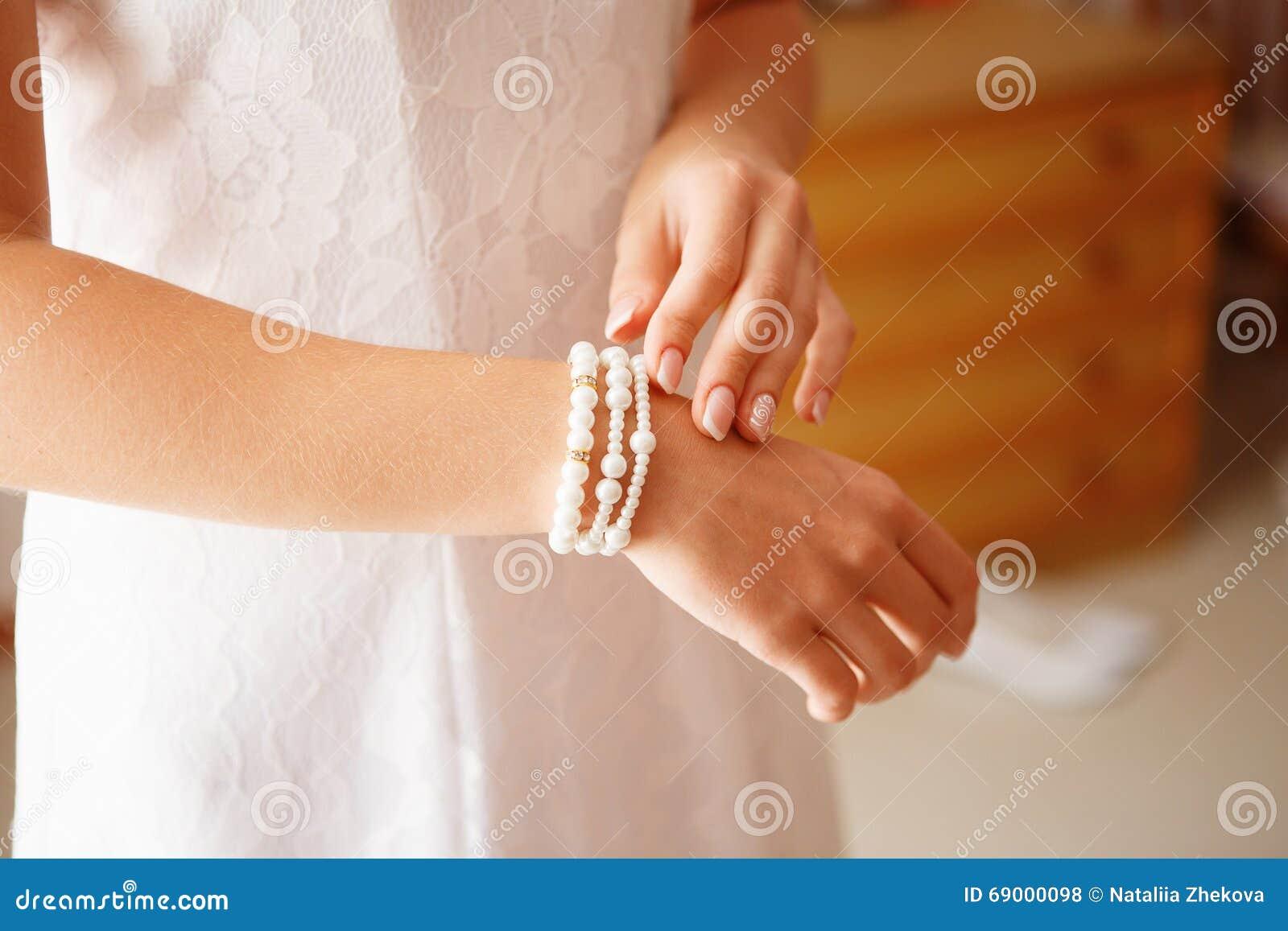 Brud- förberedelse för bröllopceremonin