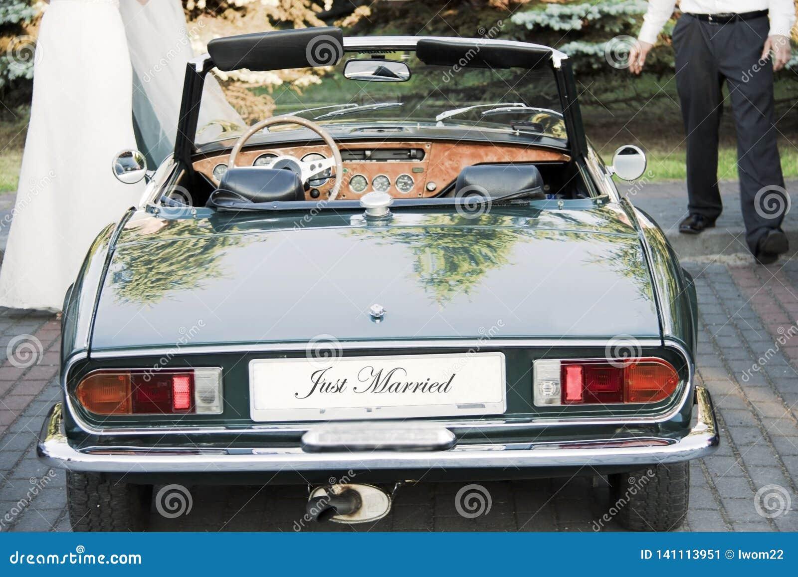 Brud- och brudgumanseende, genom att gifta sig bilen
