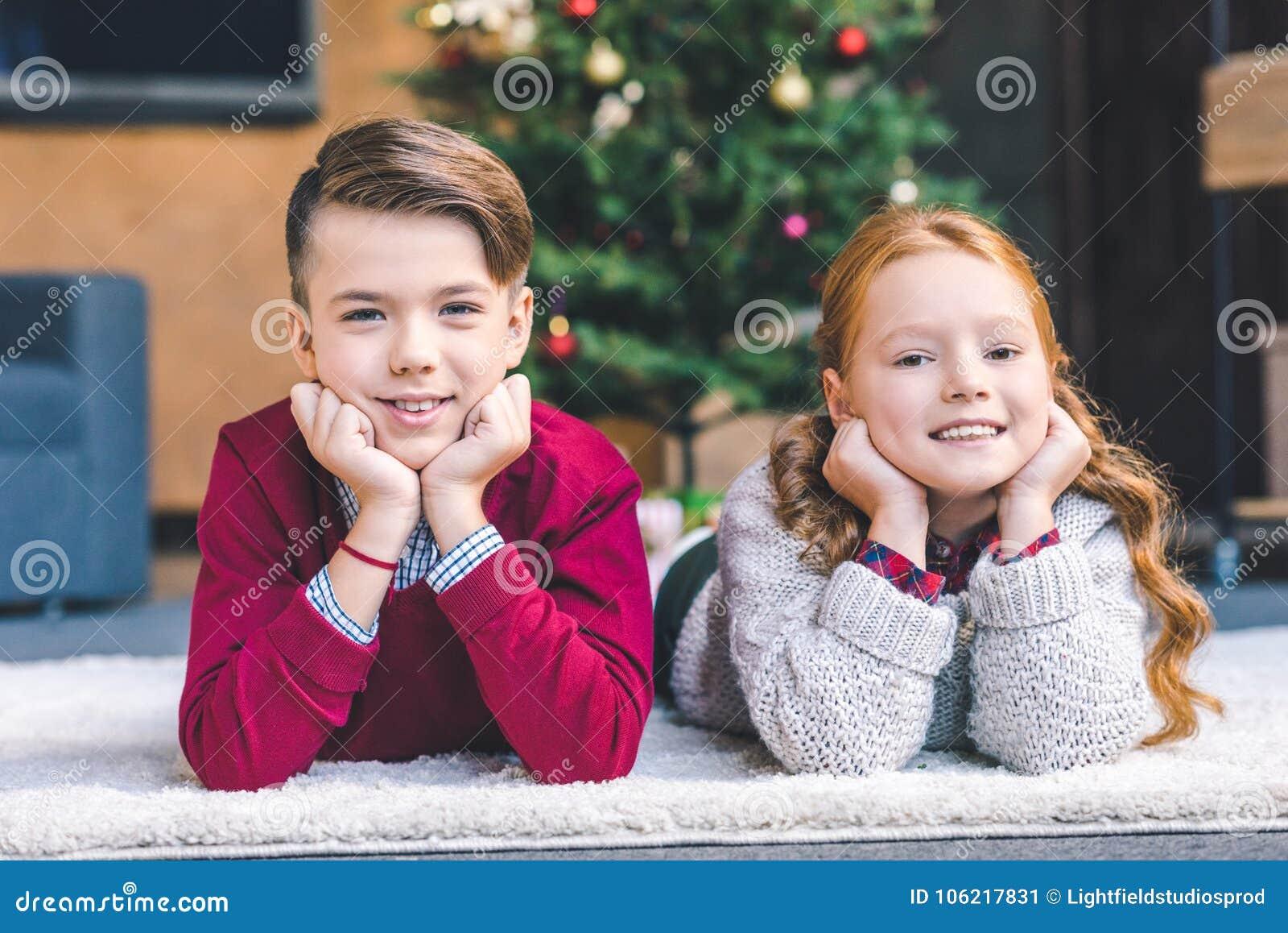 Bruder Und Schwester Streiten Und Vertragen Sich