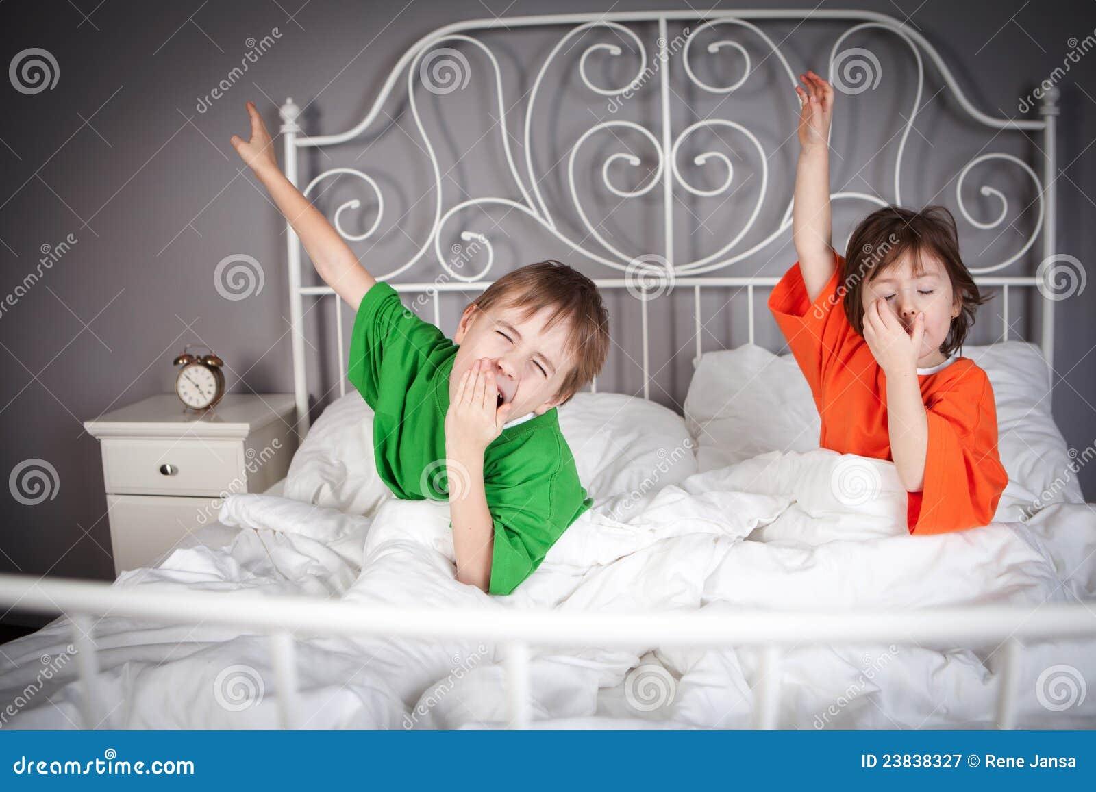 Brunder Und Schwester Im Bett