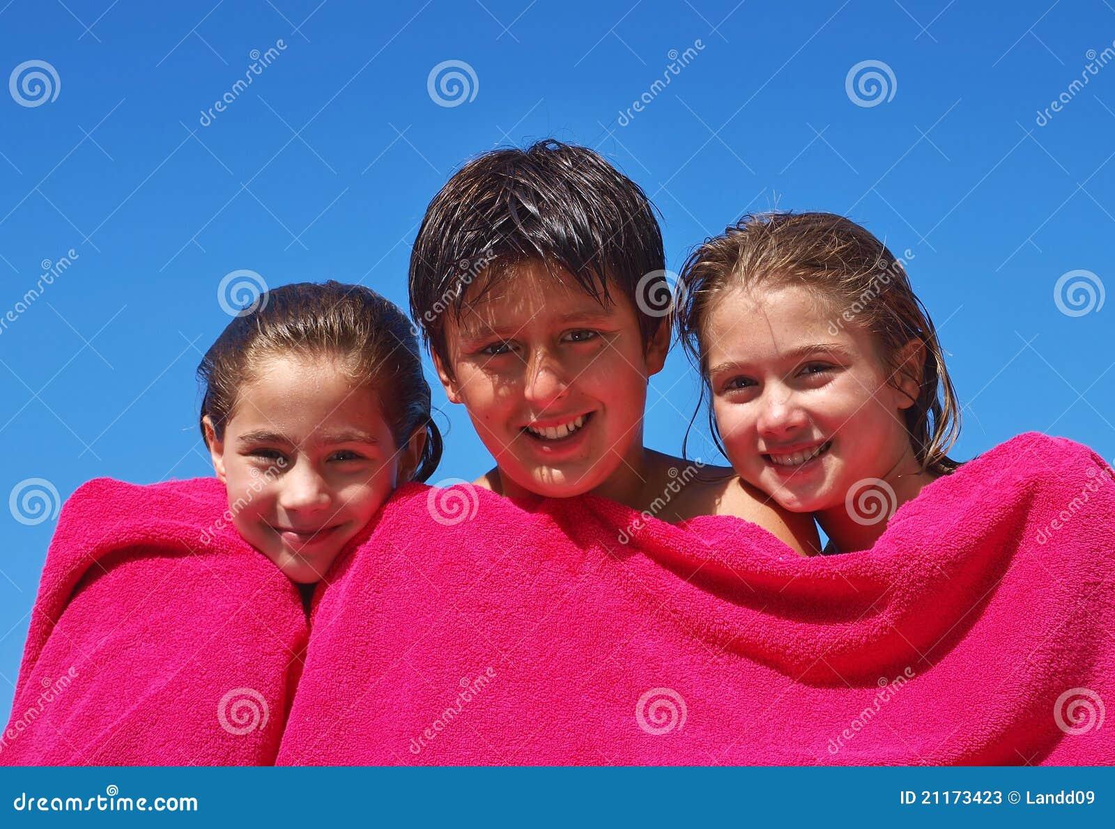 Bruder und Schwestern stockbild. Bild von babysitter