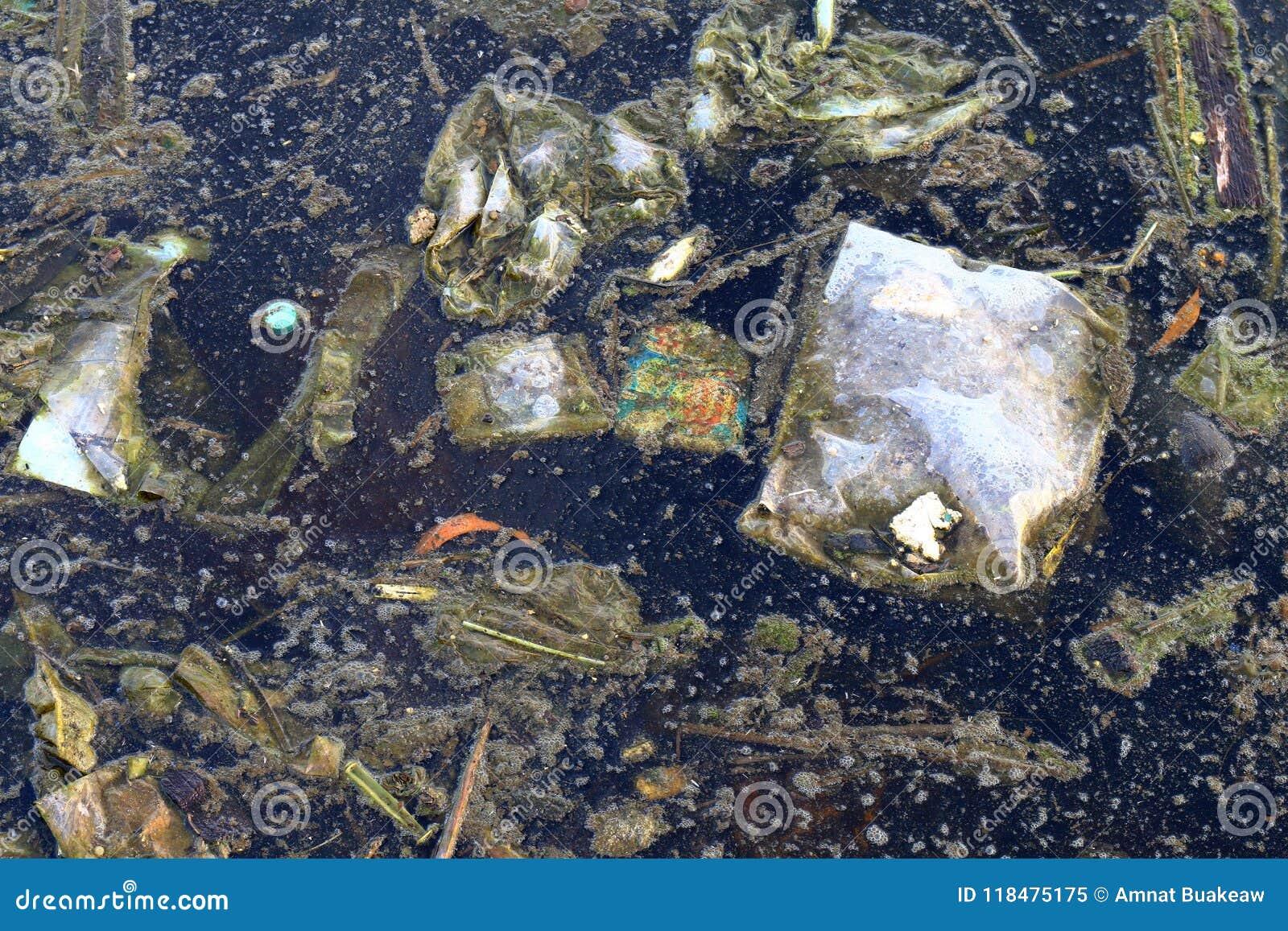 Brudna woda, Śmieciarski mech w kanalizacyjnym, Przegniłym ścieki, Przemysłowy skażenie wody, odpady w wodnym środowisko problemu