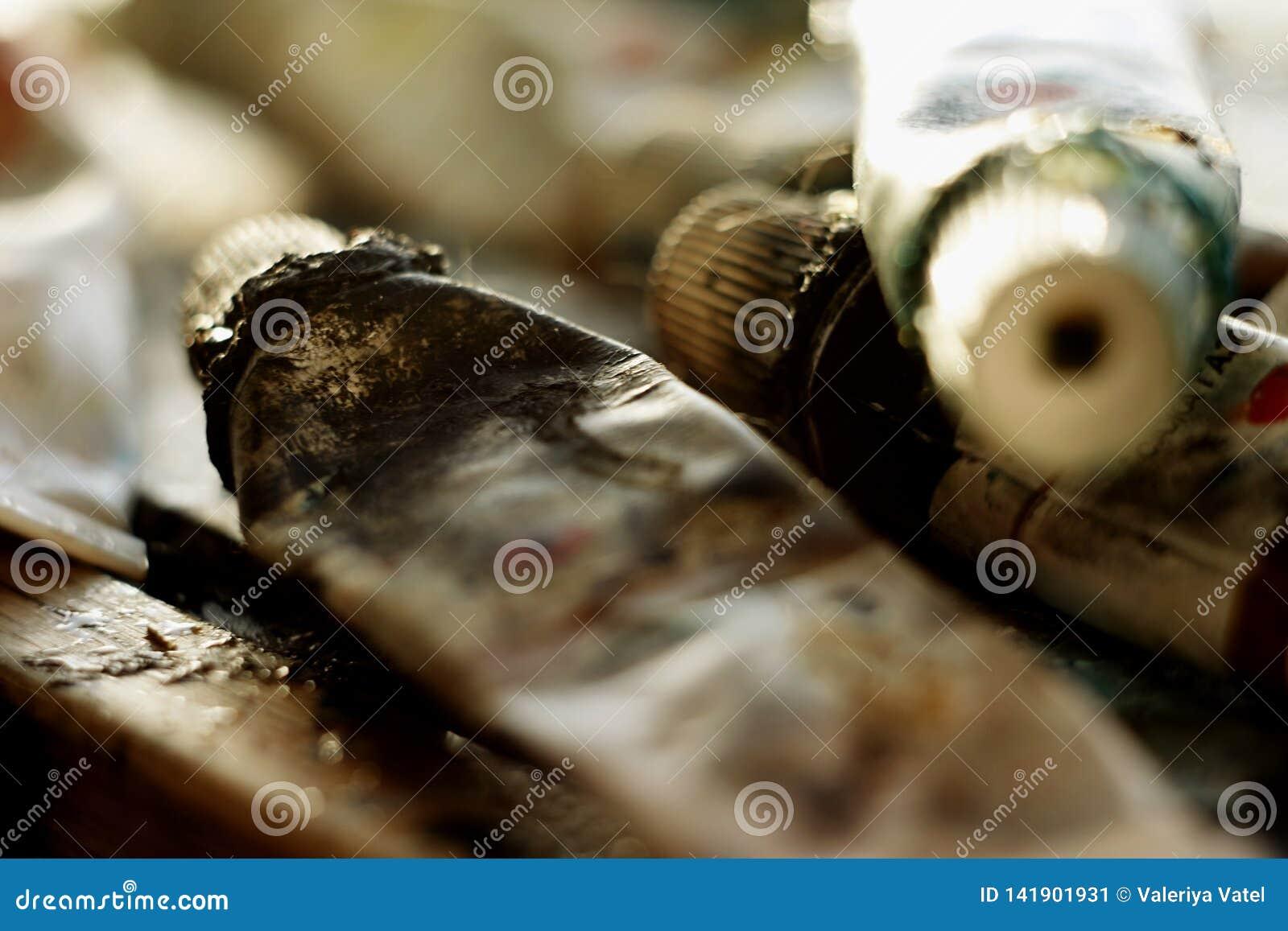 Brudzi tubki rozpraszać w trakcie tworzyć obraz olej