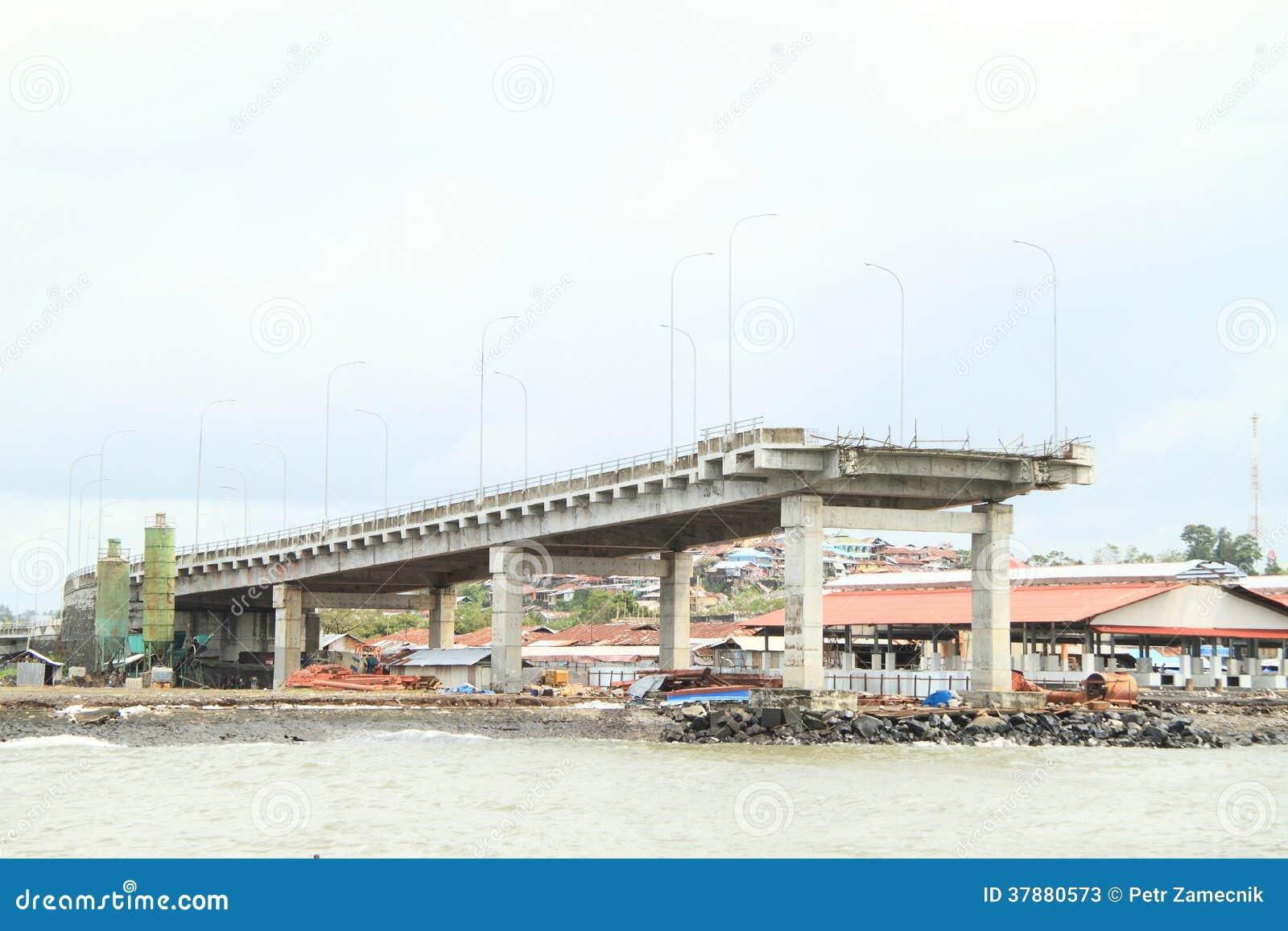 Brug aan nergens in Manado