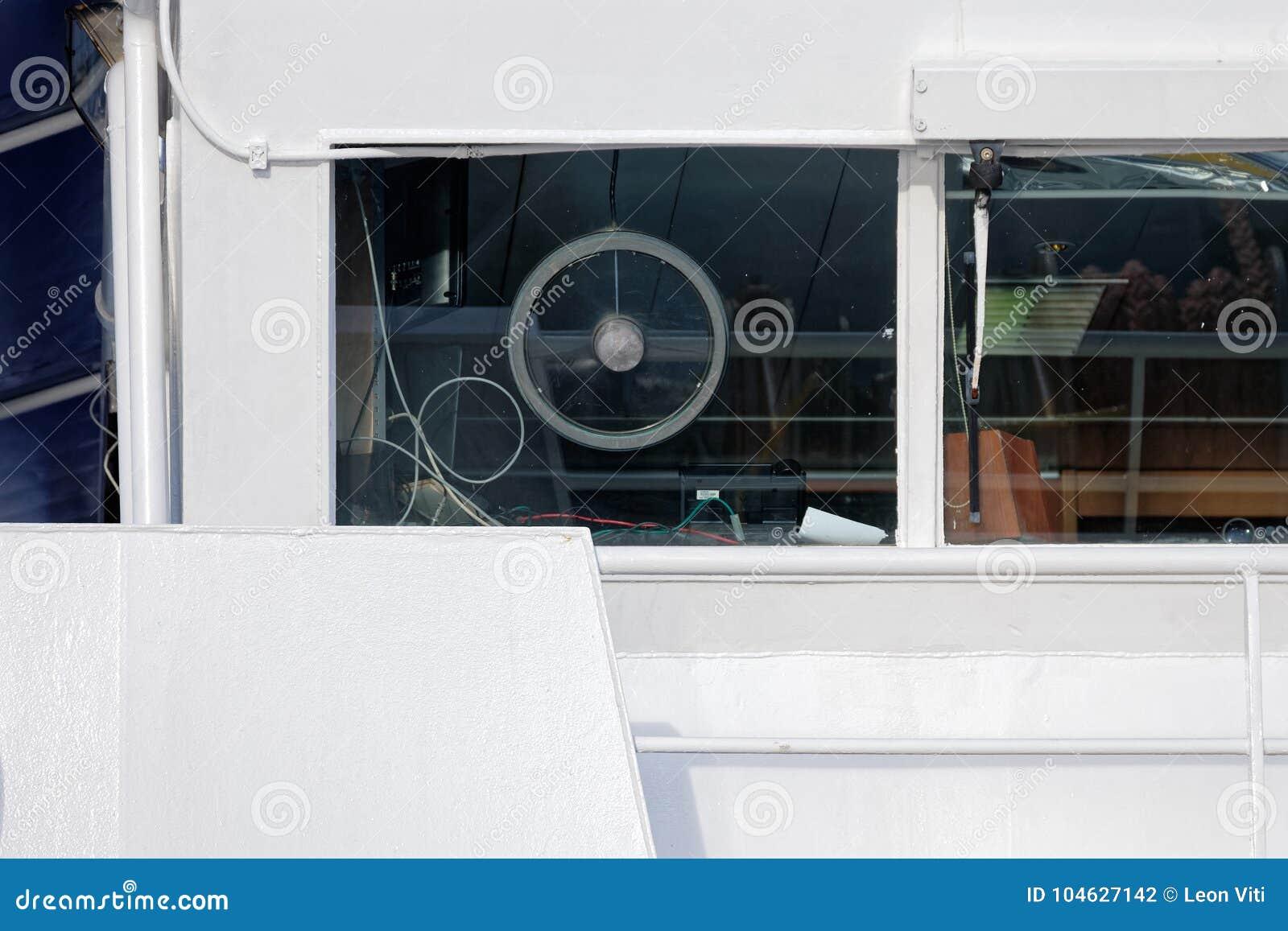 Download Brug van een modern schip stock foto. Afbeelding bestaande uit shipping - 104627142