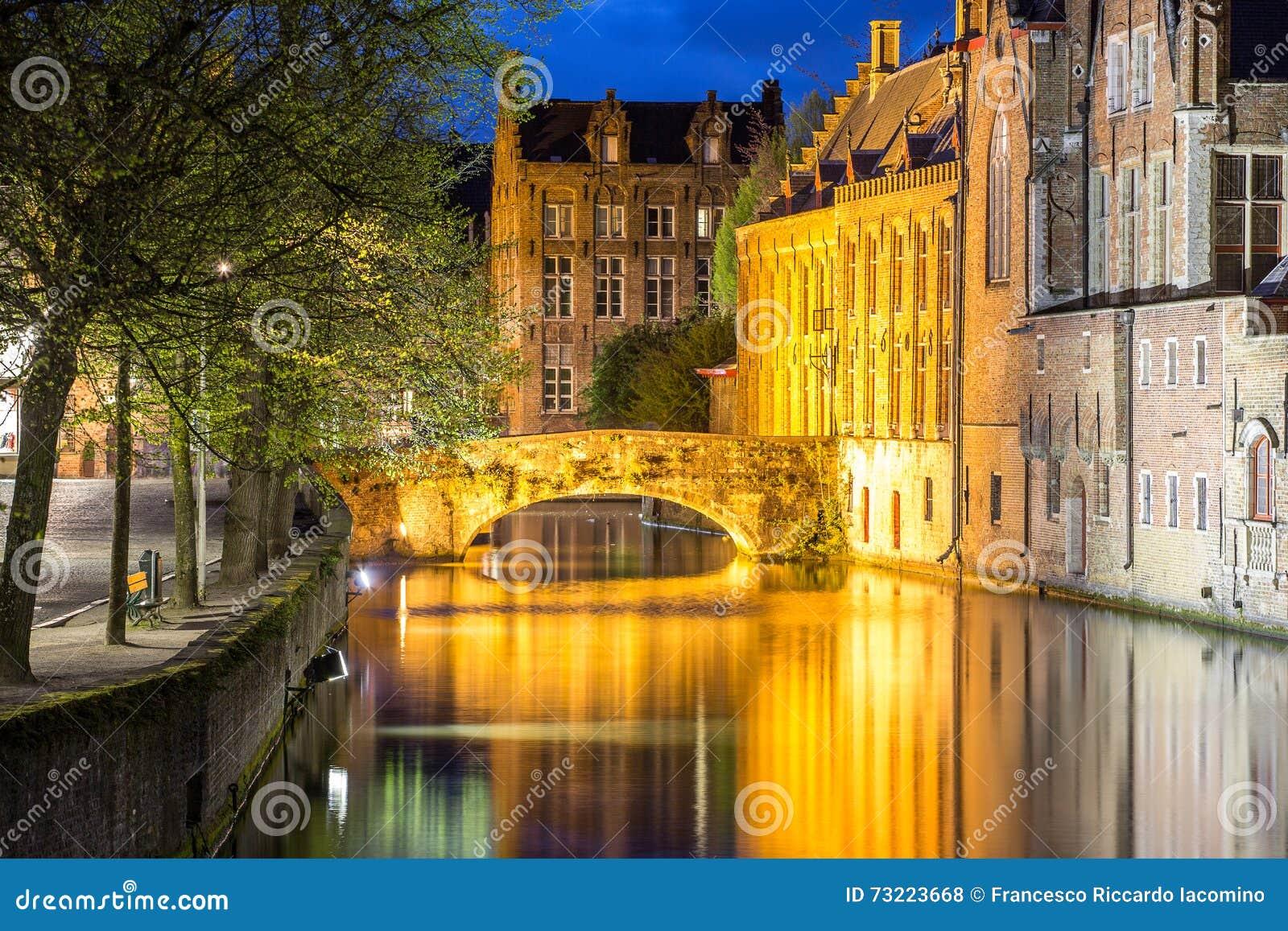 Bruges, case e canali
