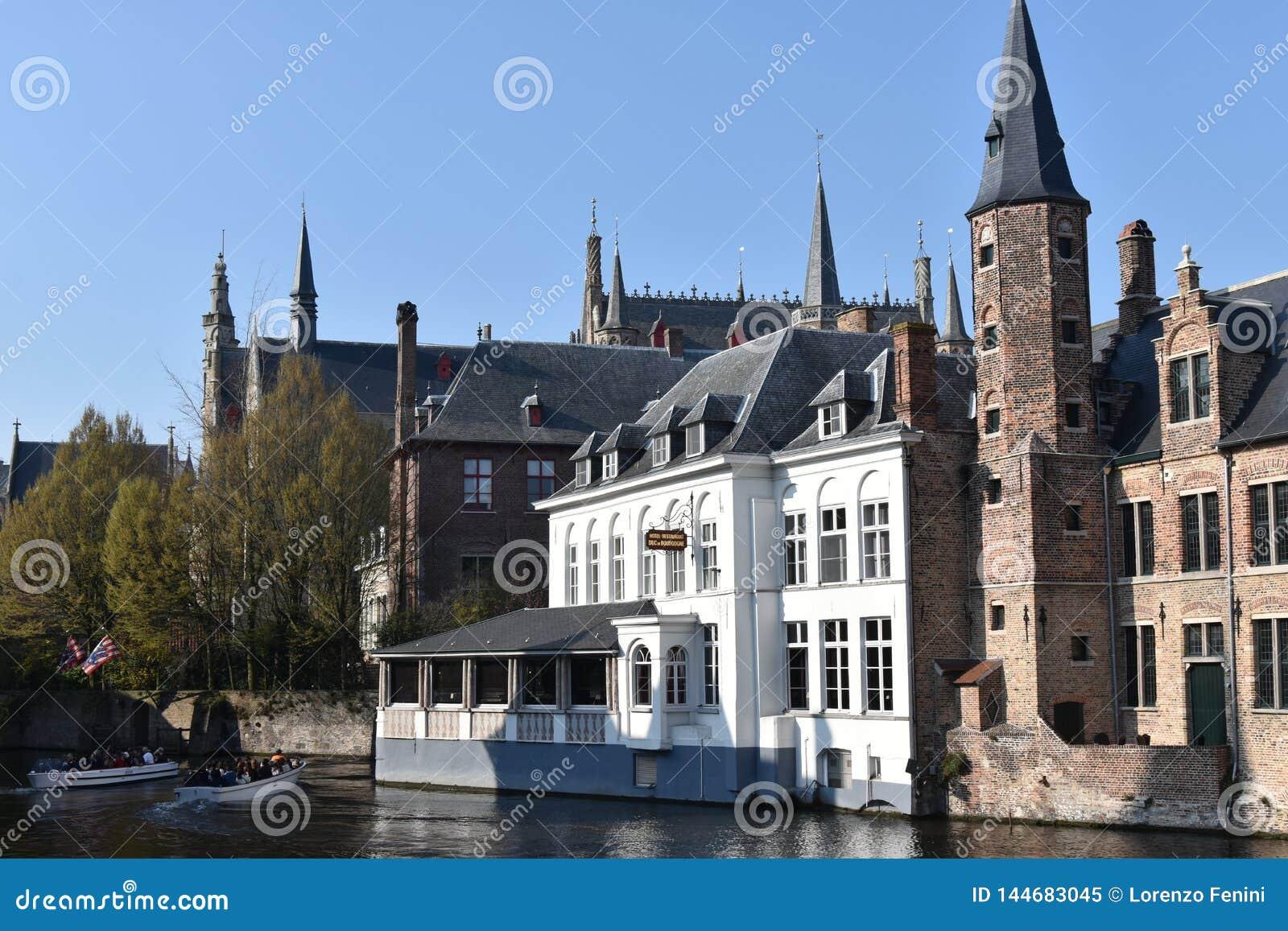 Bruges est juste quelques kilomètres de Bruxelles