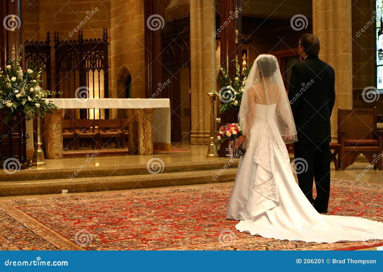 Bruid en Bruidegom bij Altaar (Close-up)