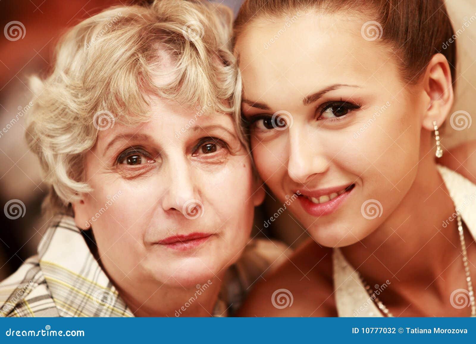 Bruid met grootmoeder