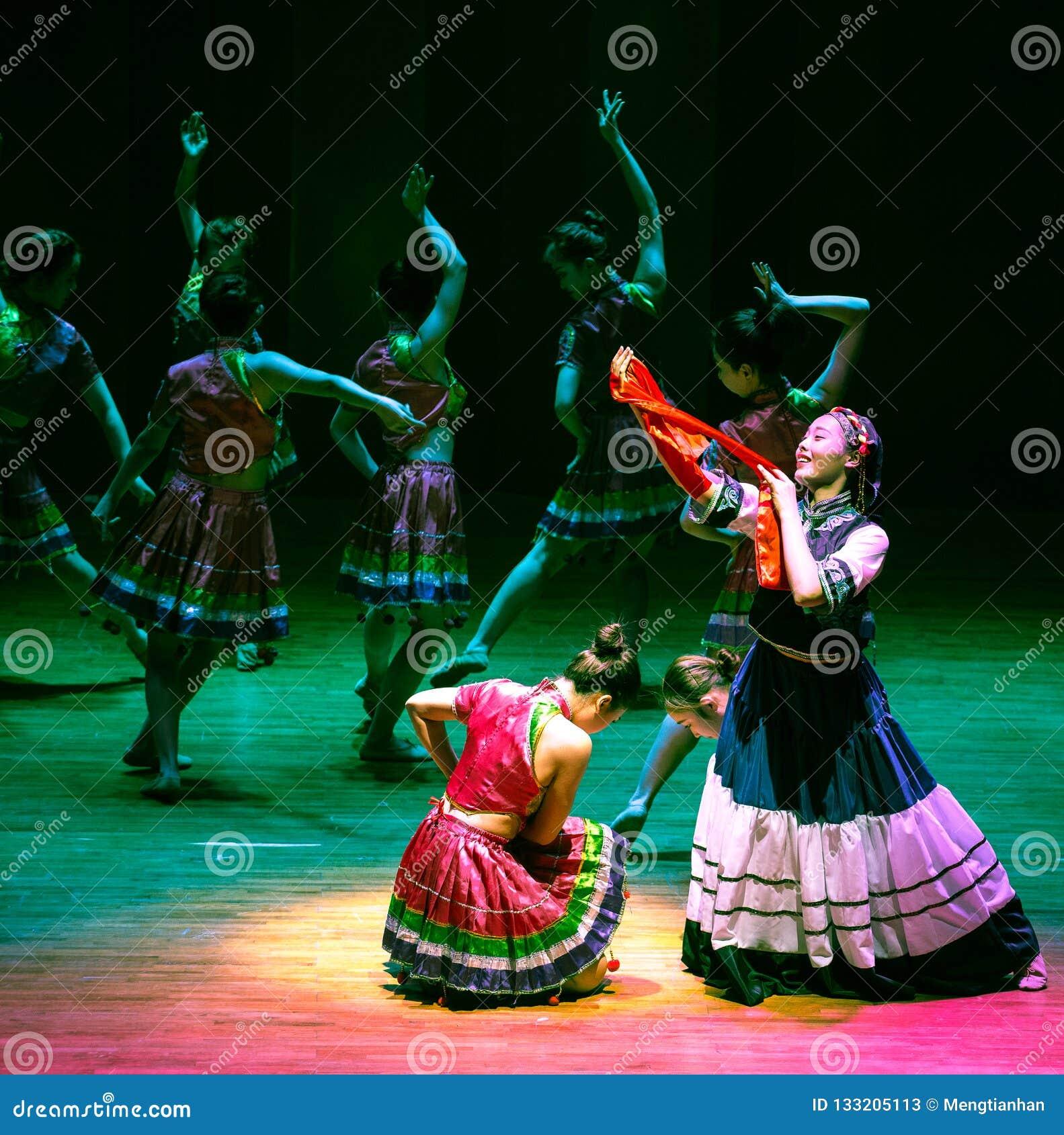 Bruid van vulling-dans de volksdans dramaaxi sprong-Yi