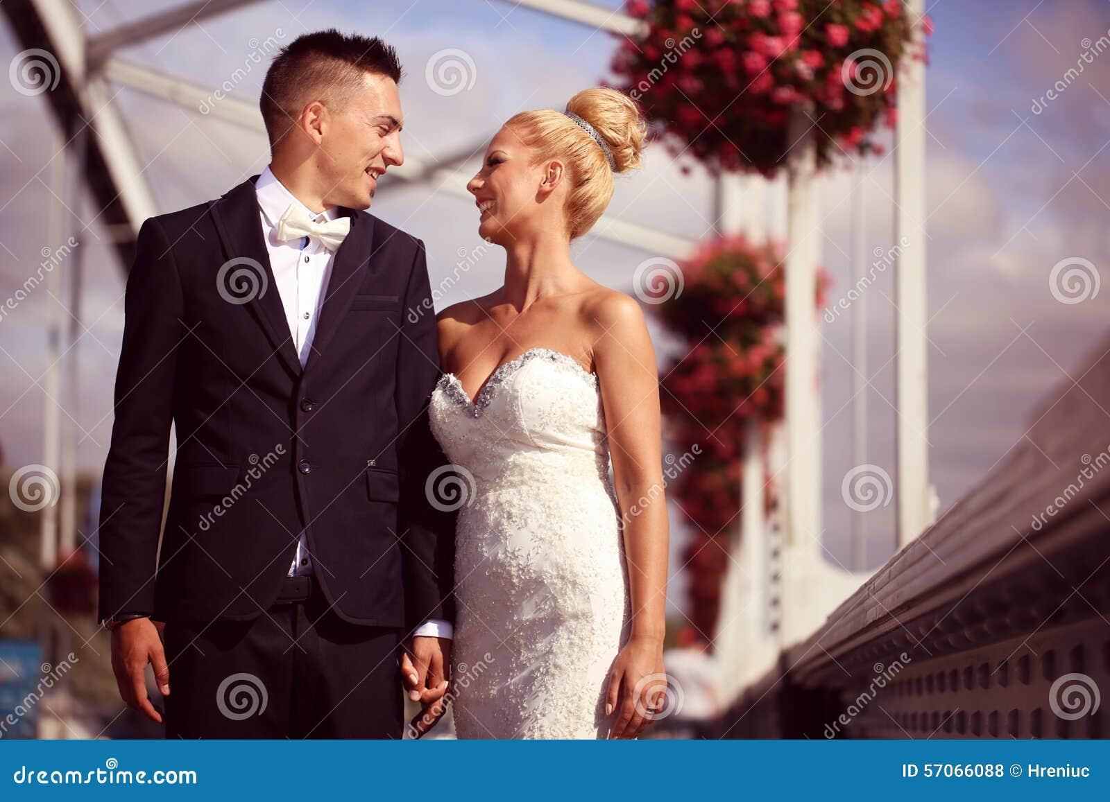 Bruidegom en bruid op metaal