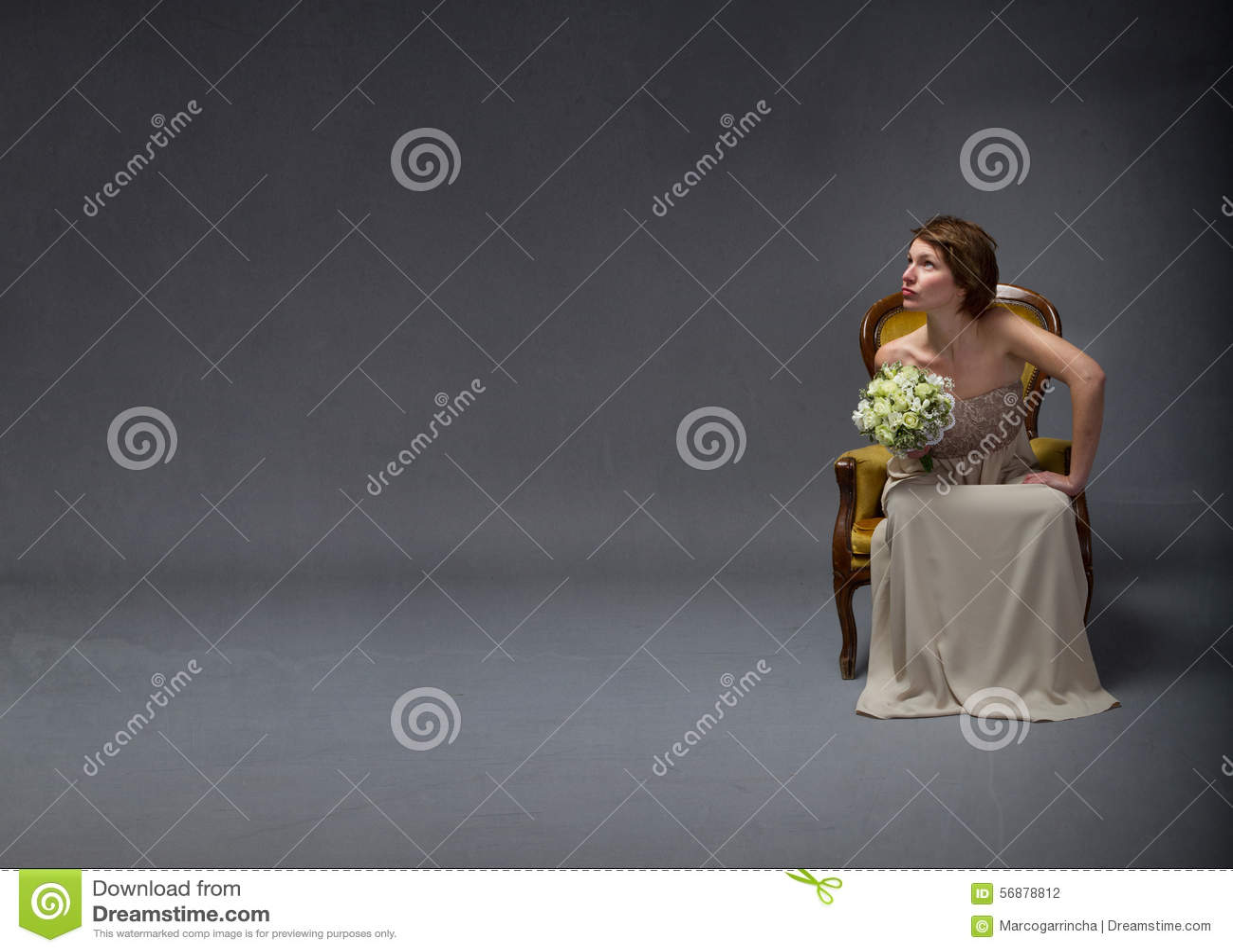 Bruidvrouw die omhoog kijken