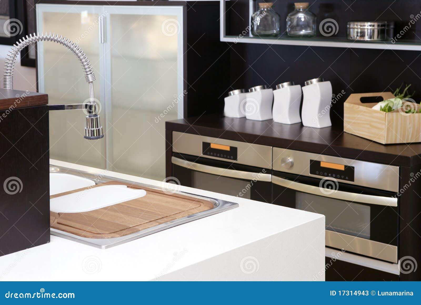 Bruin houten keuken modern roestvrij staal stock afbeelding afbeelding 17314943 - Huis roestvrij staal ...