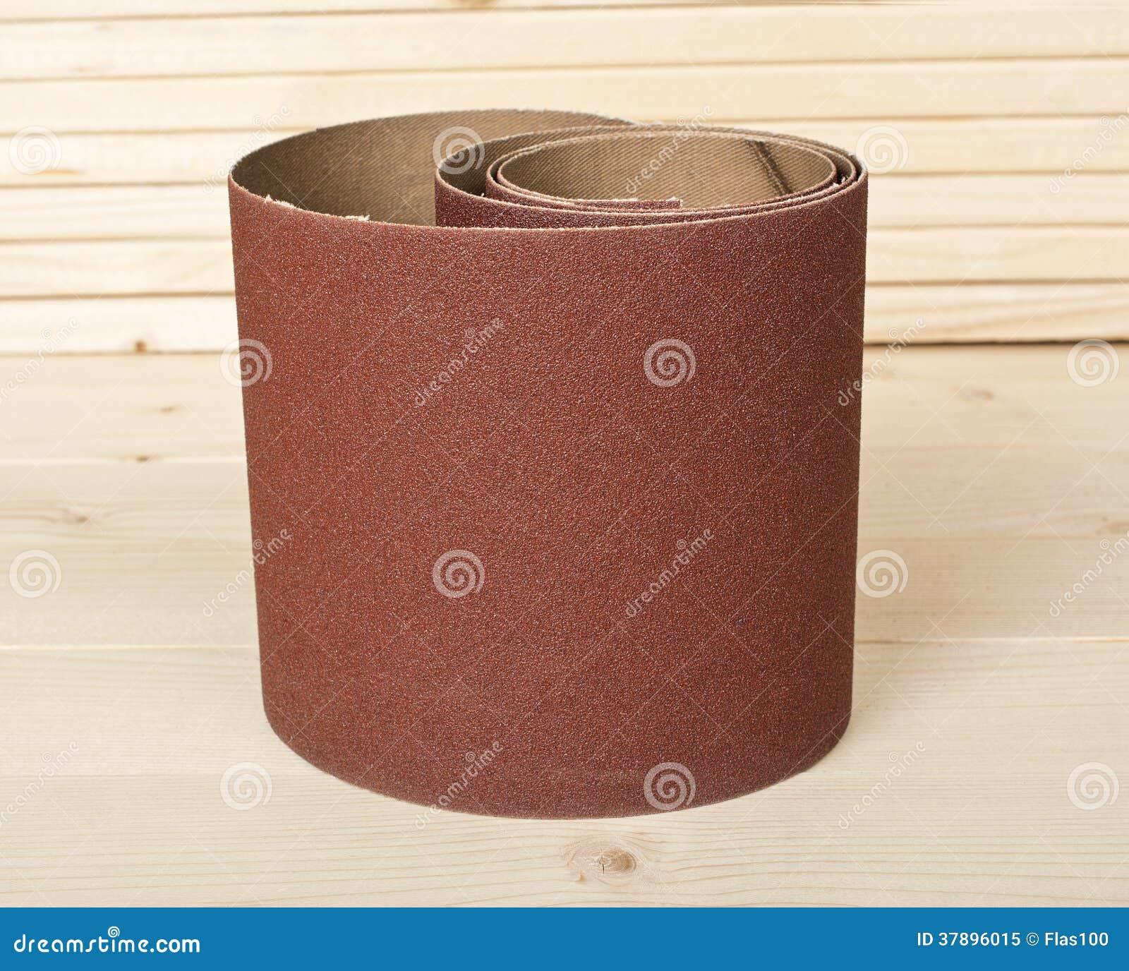 Bruin schuurpapier op houten planken