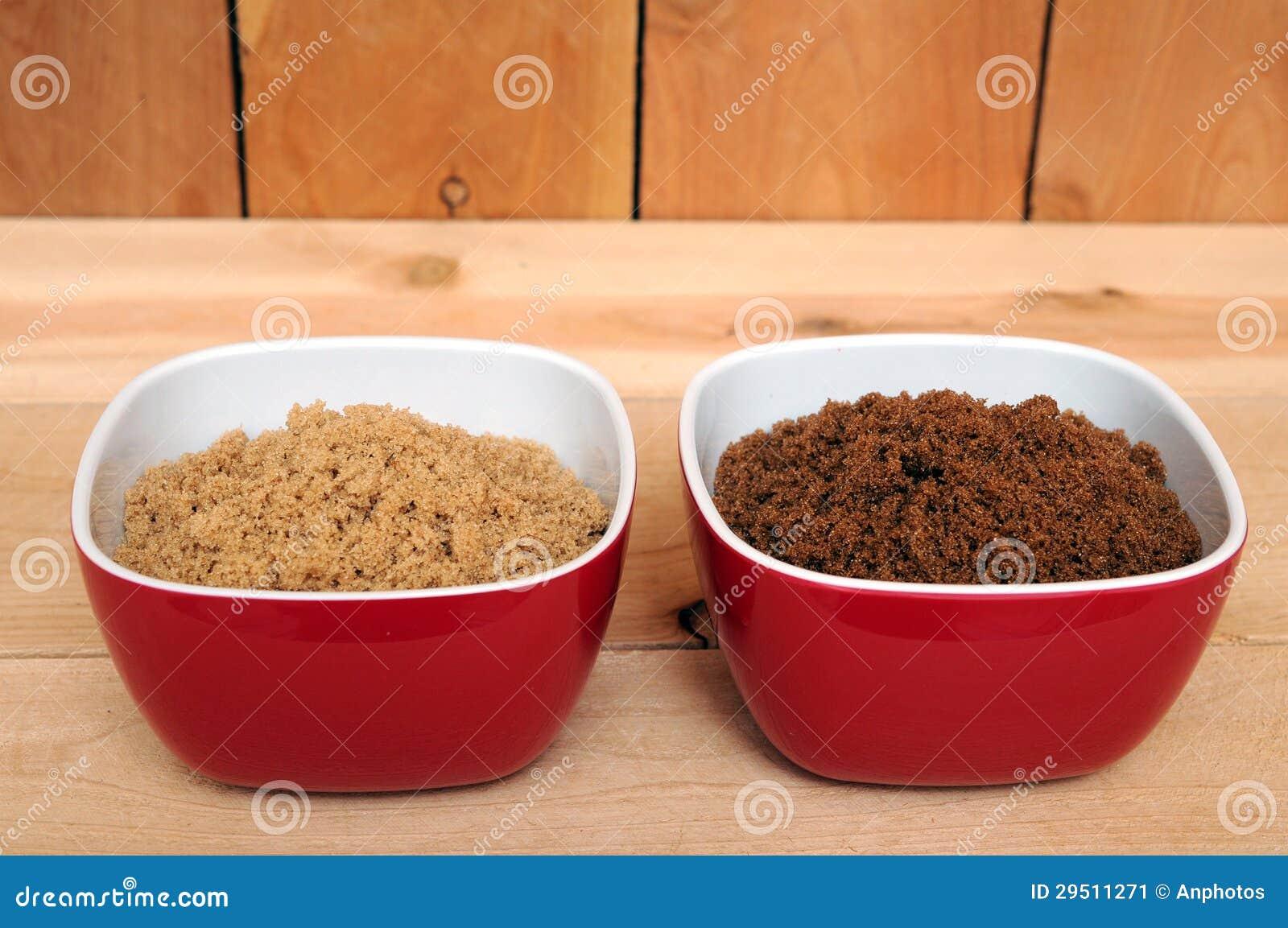 Bruine en donkere bruine suiker