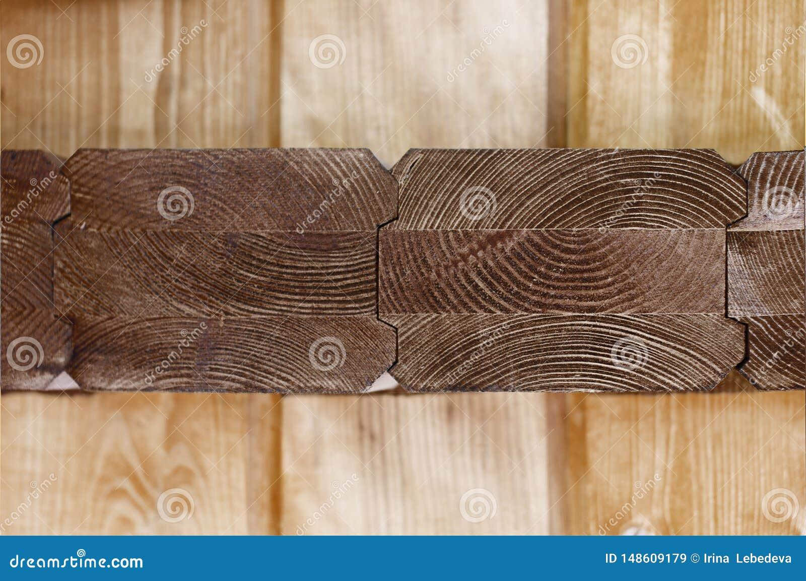 Bruine houtsnede met een mening van geweven jaarringen