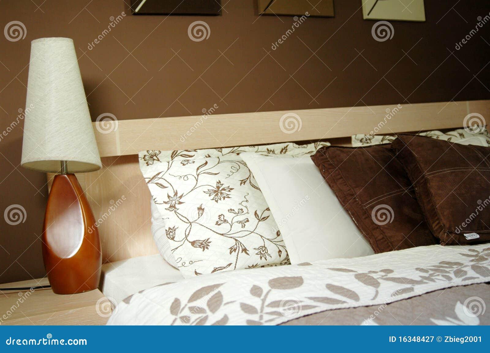 Bruine slaapkamerdecoratie stock afbeelding afbeelding bestaande