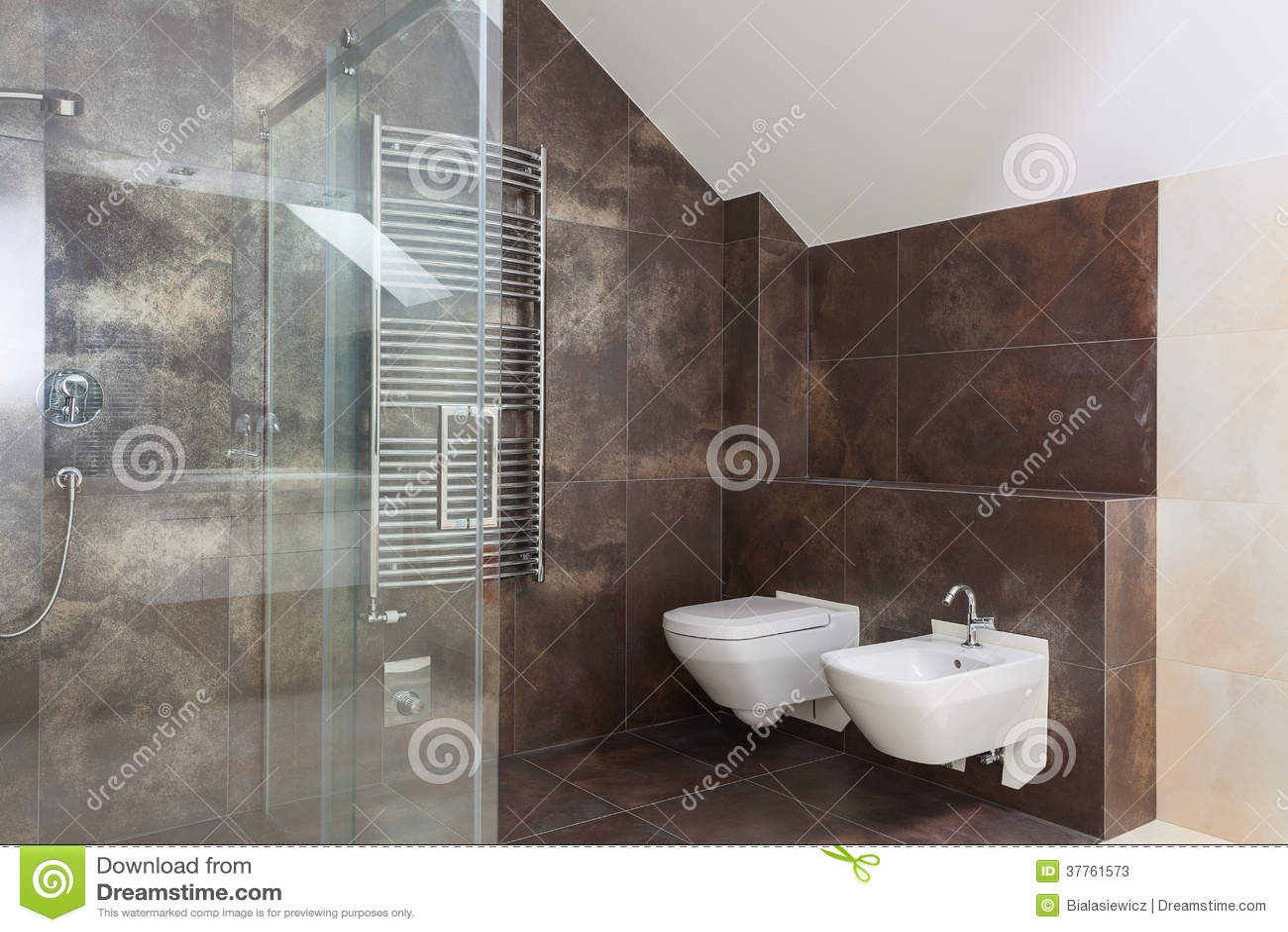 Bruine tegels in moderne badkamers stock foto 39 s beeld 37761573 - Bruine en beige badkamer ...