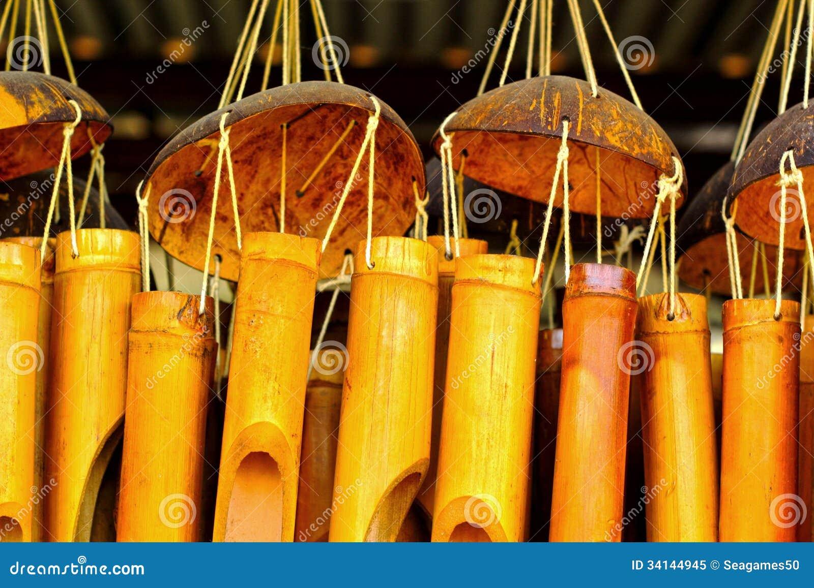 bruit en bambou de carillons de vent pour accrocher photo libre de droits image 34144945. Black Bedroom Furniture Sets. Home Design Ideas