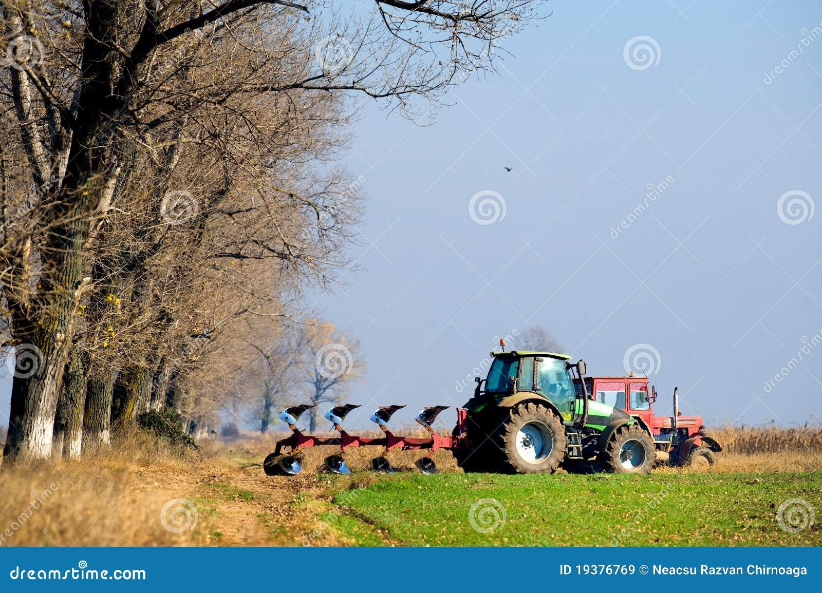 Bruka liten traktor för scale