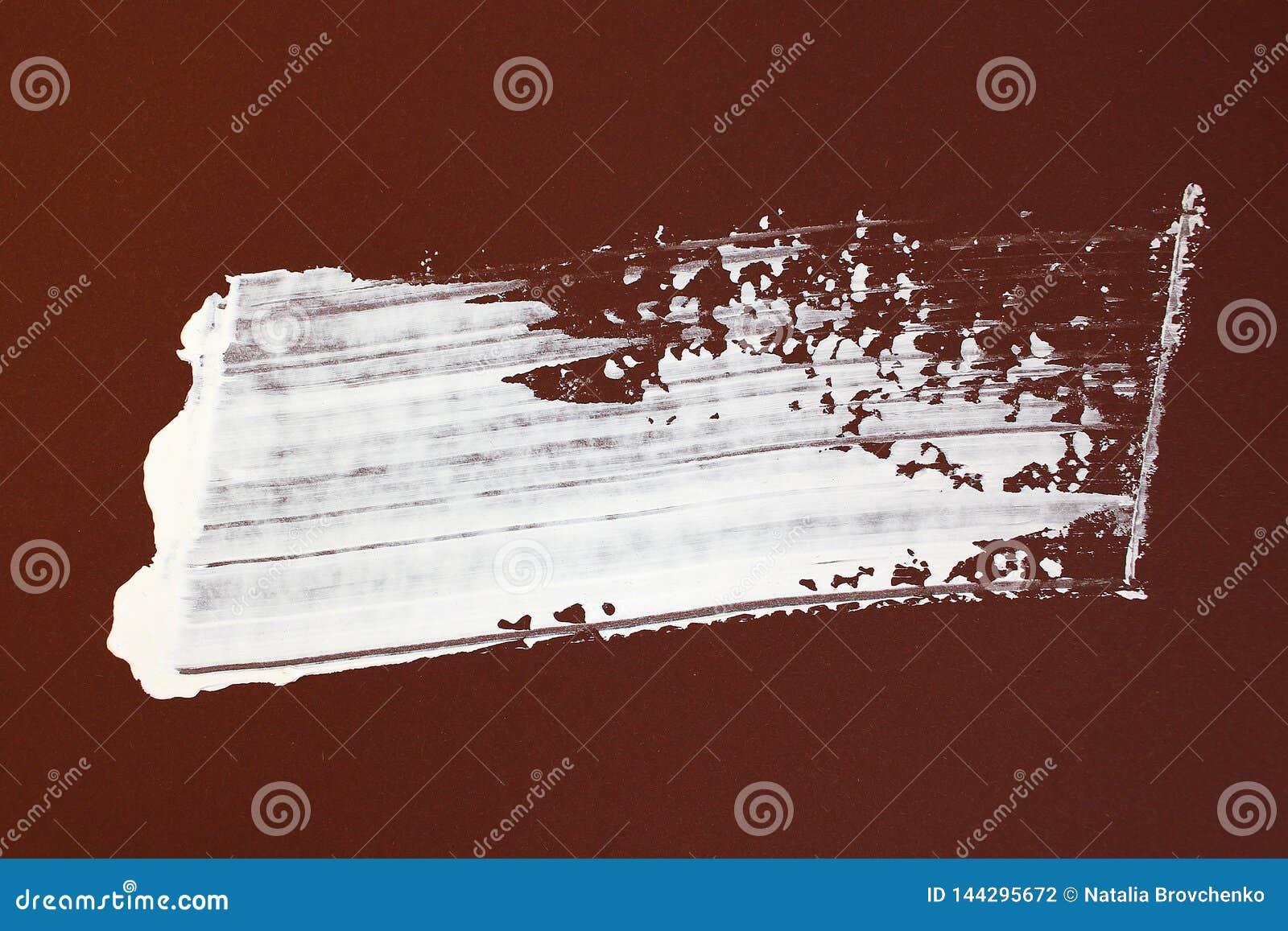 Bruna och vita borsteslaglängder på kanfas abstrakt konstbakgrund F?rgtextur Fragment av konstverk abstrakt kanfasm?lning