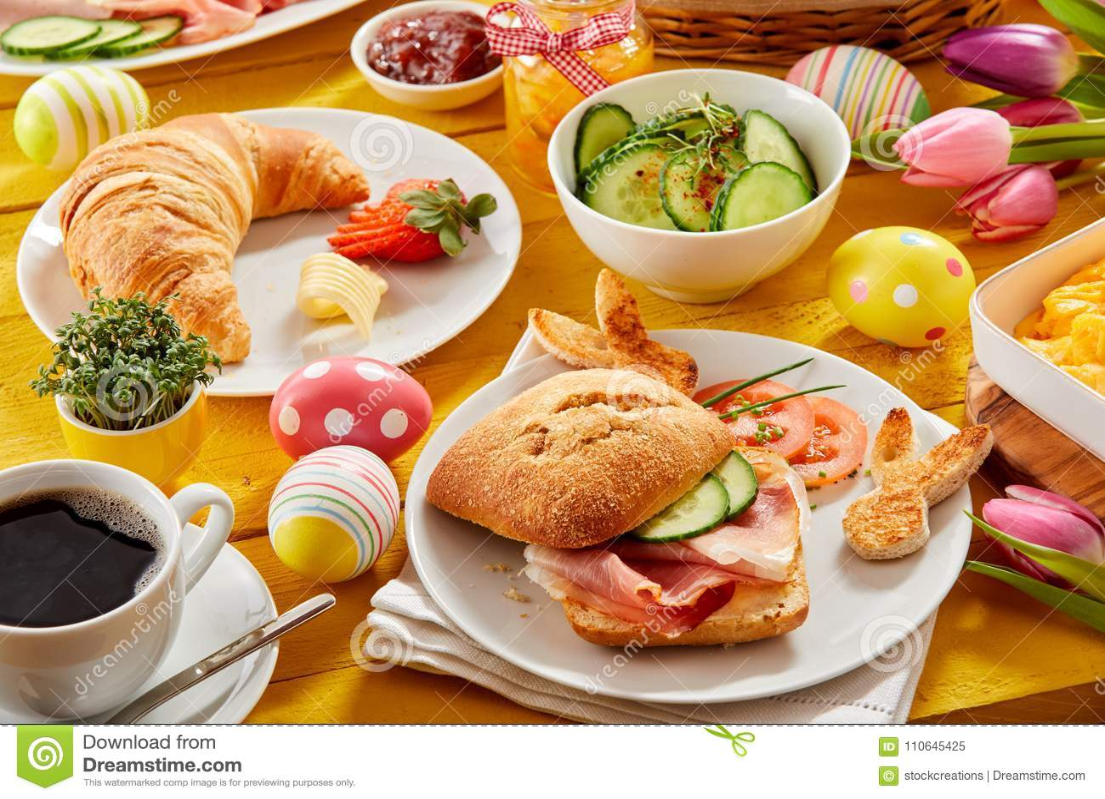 Brunch De Pascua O Desayuno Sabroso De La Primavera Imagen