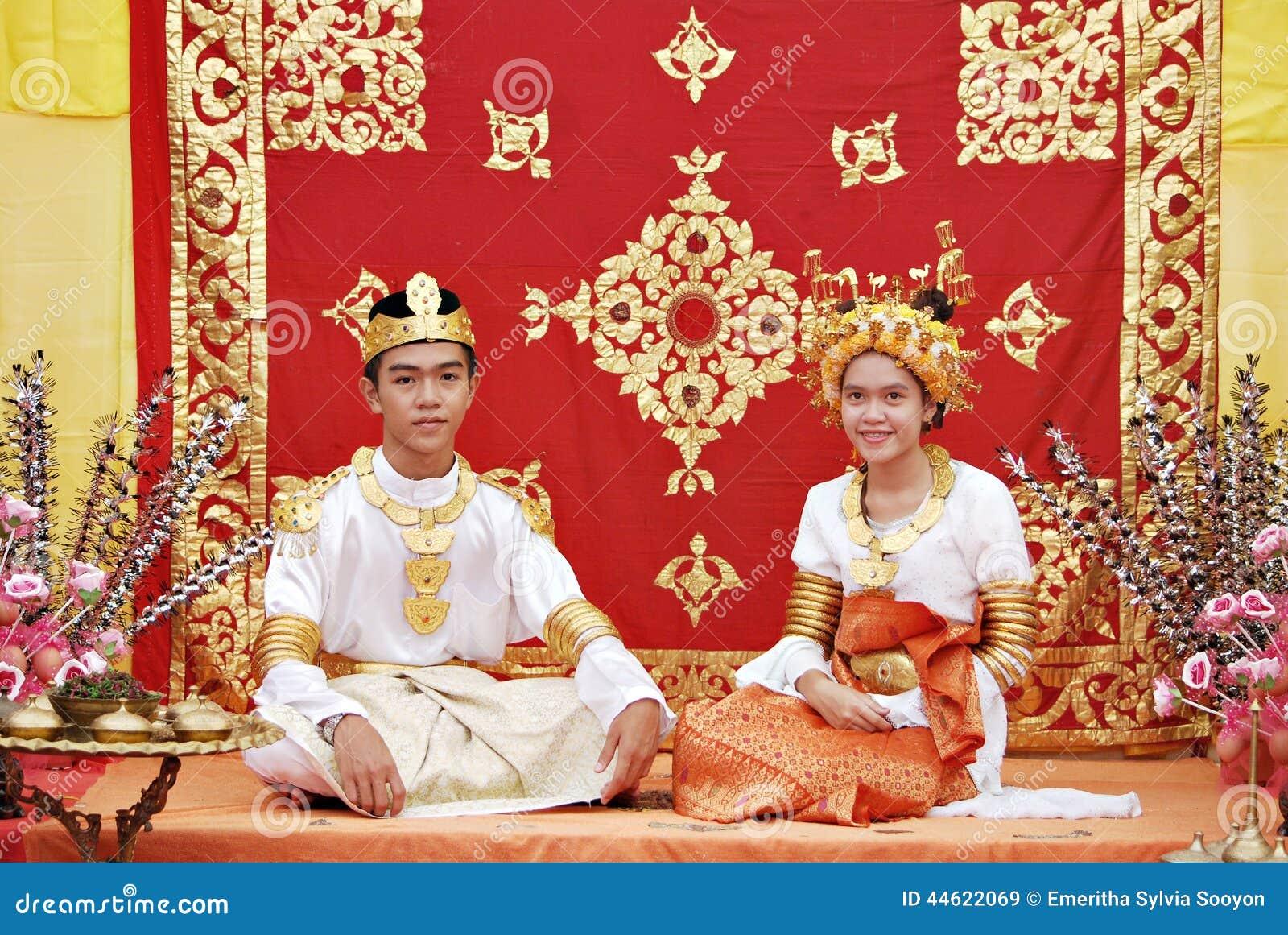 Enjoy watching beautiful of asian women traditional hot