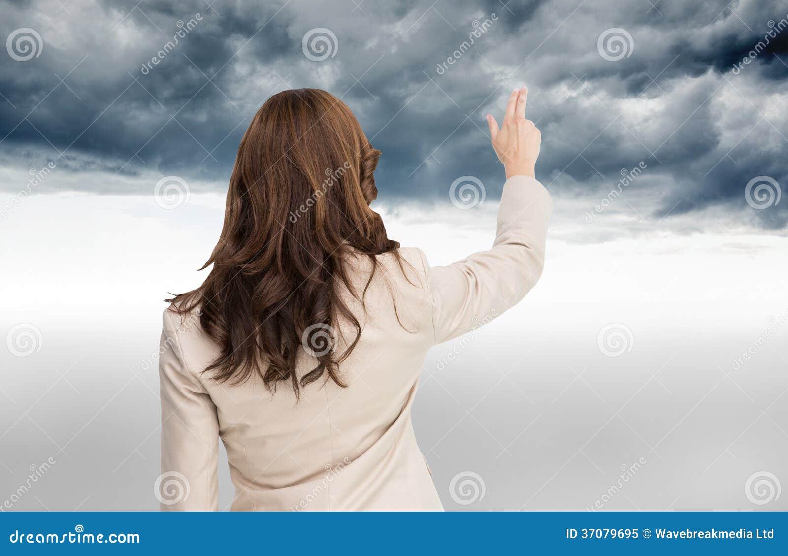 Download Brunetka Bizneswoman Trwanie Kamera Z Powrotem Obraz Stock - Obraz złożonej z chmurny, bizneswoman: 37079695