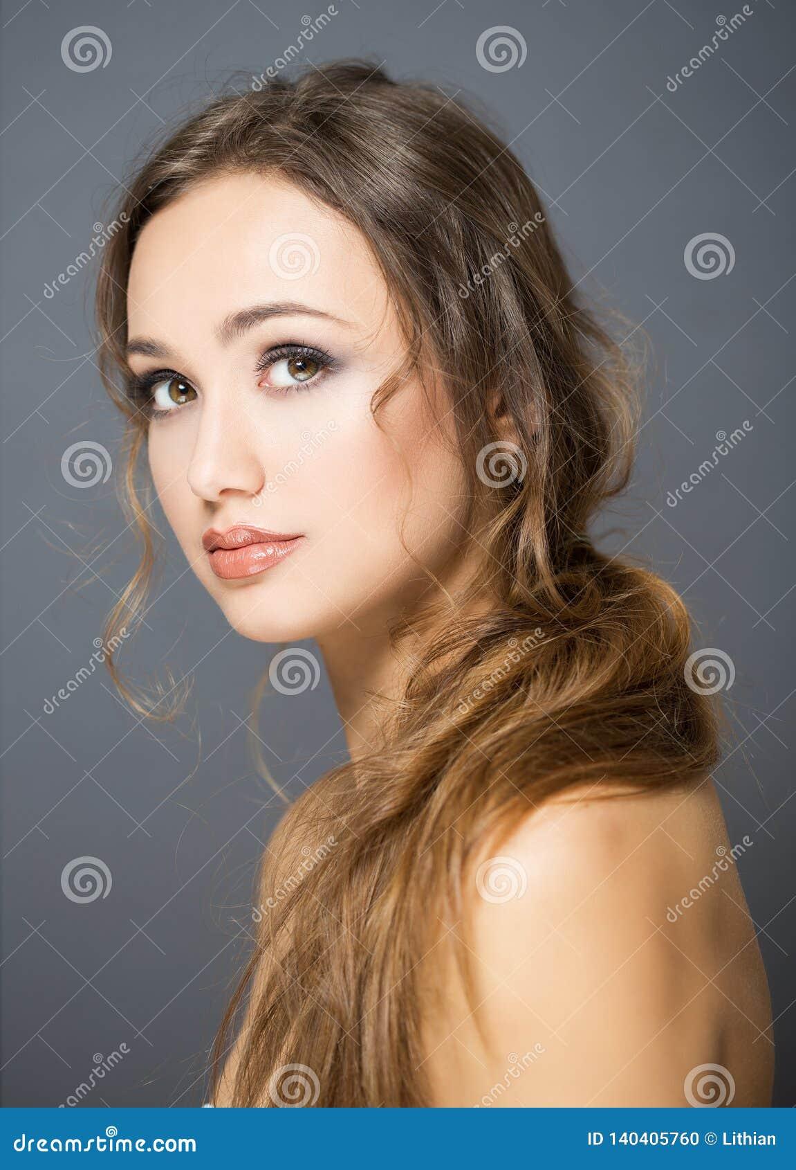 Brunetka kosmetyków piękno