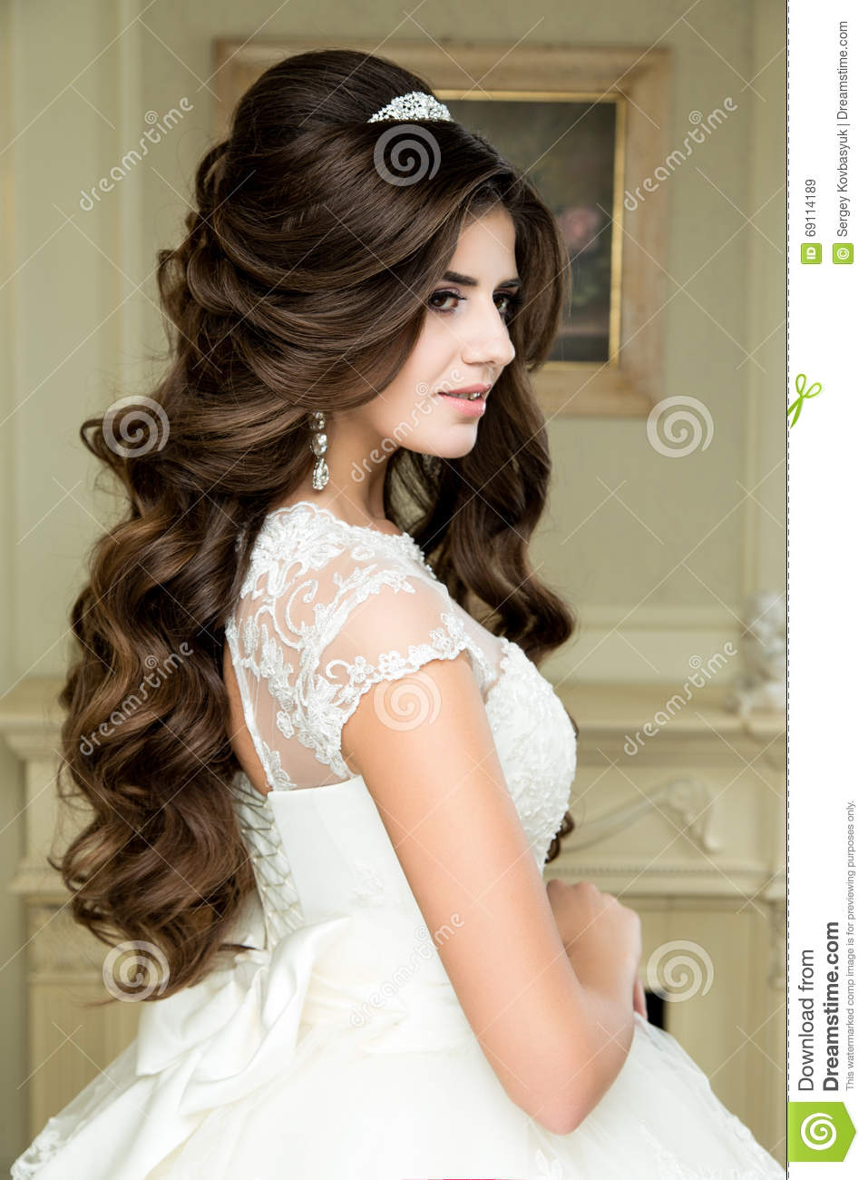 wedding makeup and hairstyle with diamond crown, fashion bride model ...
