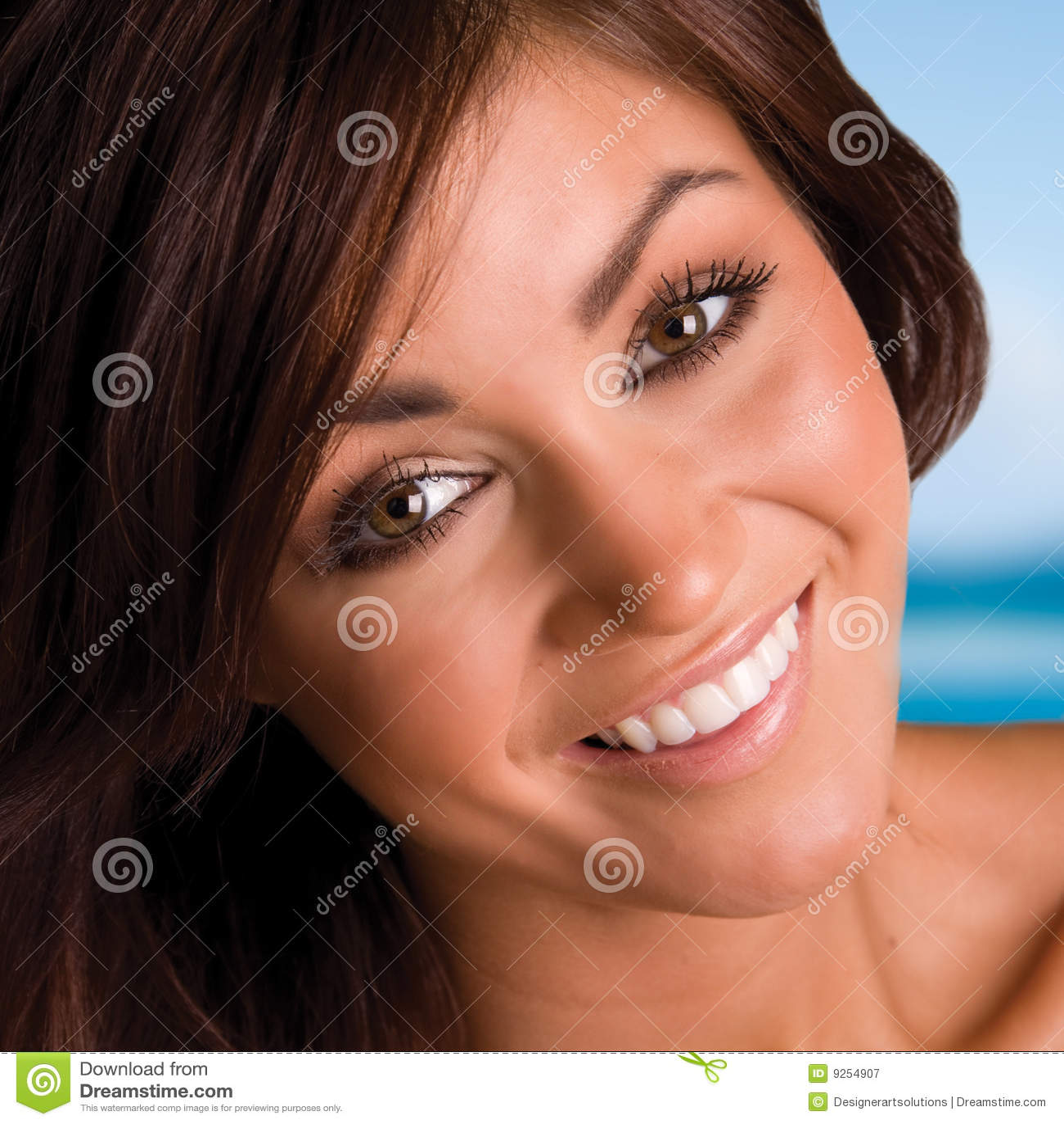Brunette de sorriso bonito