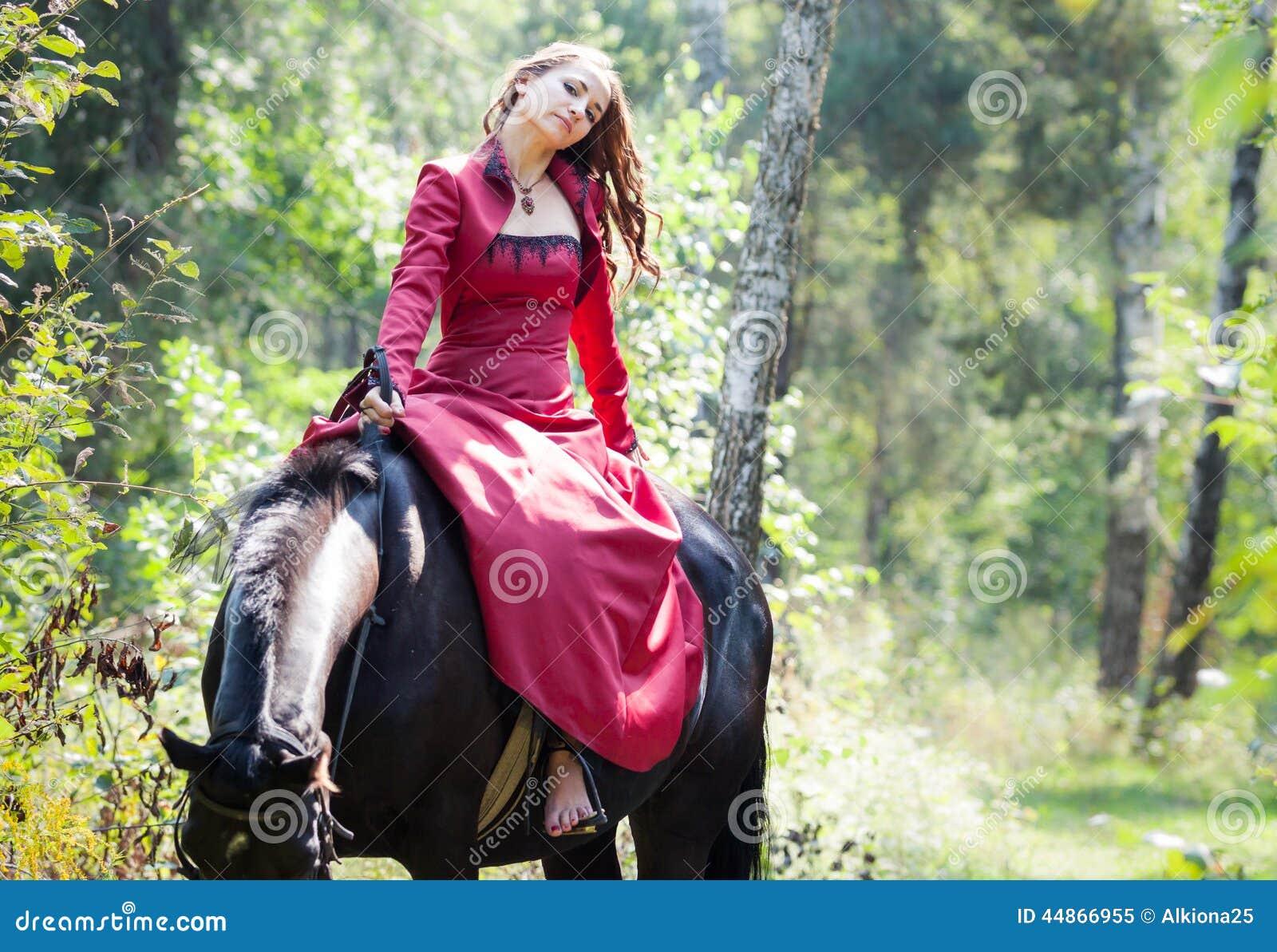 https://thumbs.dreamstime.com/z/brunette-girl-horse-young-beautiful-sit-back-black-green-forest-44866955.jpg