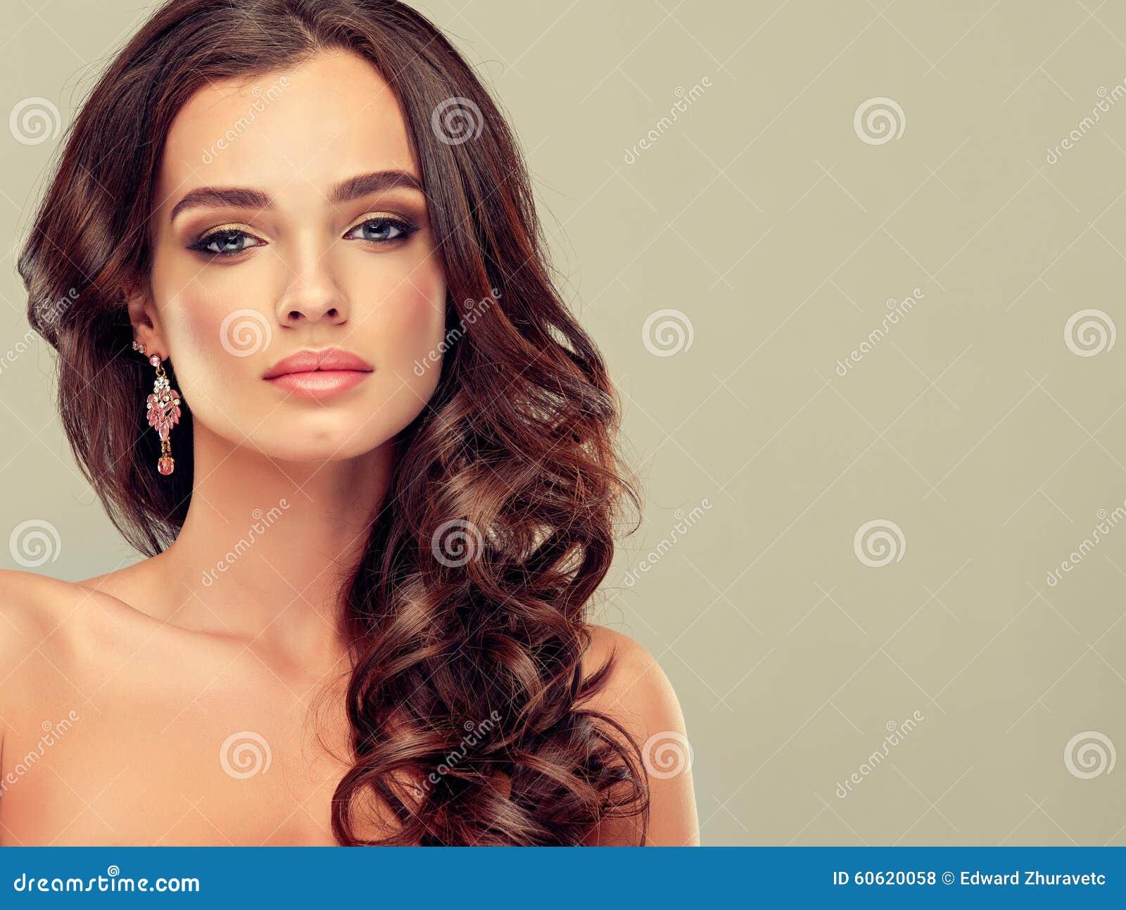 Brunette met lang haar