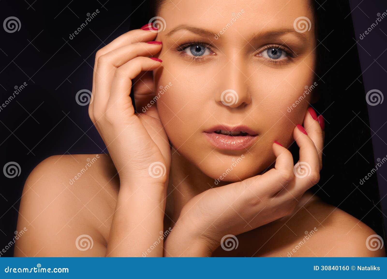 brunette mit blauen augen stockfoto bild von frau farben. Black Bedroom Furniture Sets. Home Design Ideas