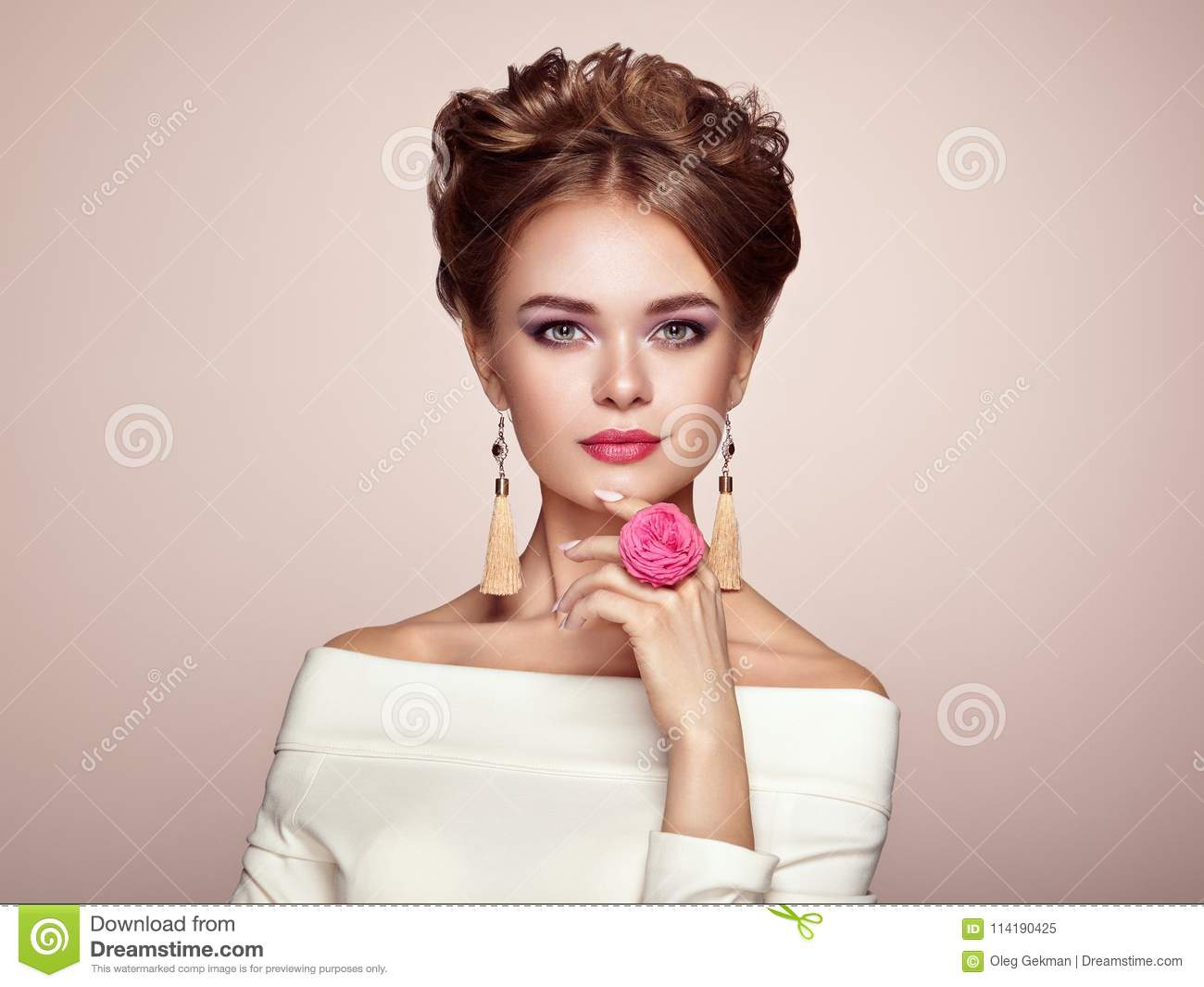 Brunette Woman With Elegant And Shiny Hairstyle Stock Image