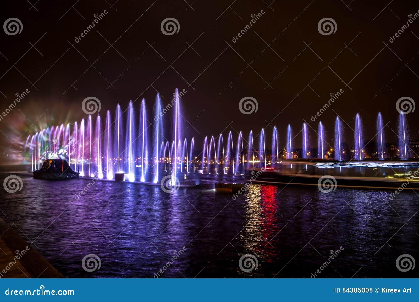 Licht Tour Amsterdam : Brunnen beleuchten kunst nachts während des amsterdam licht