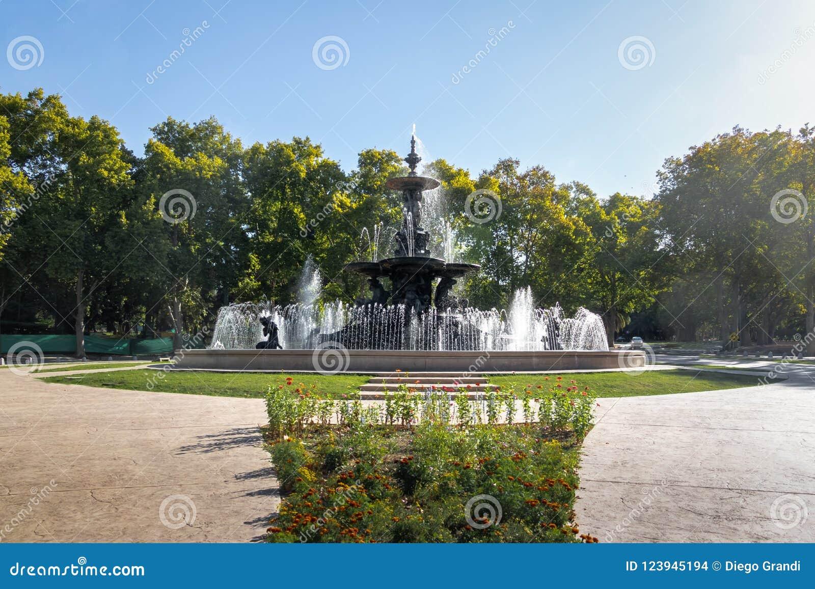Brunnen der Kontinente Fuente de Los Continentes an General San Martin Park - Mendoza, Argentinien
