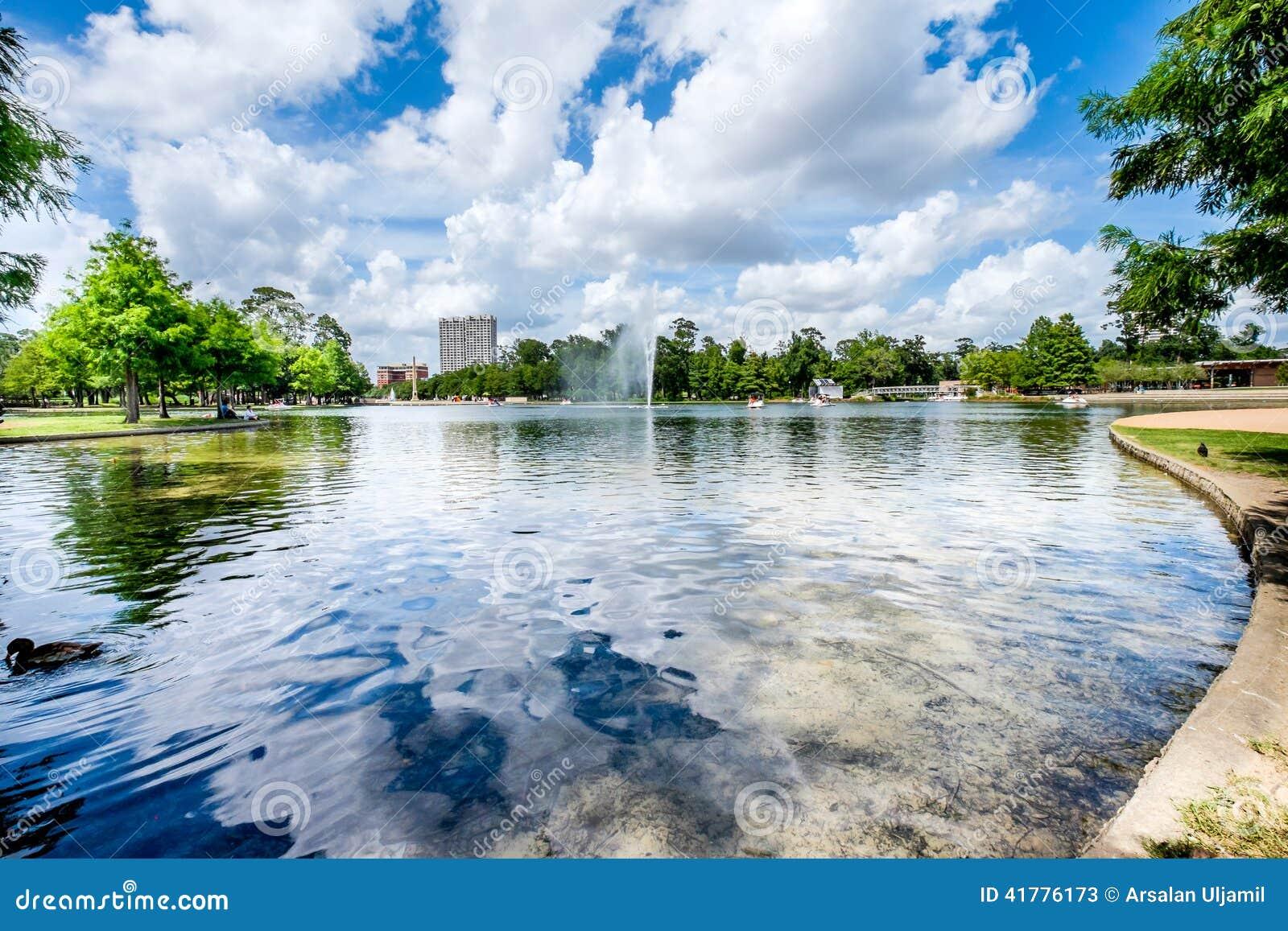 Brunnen und See