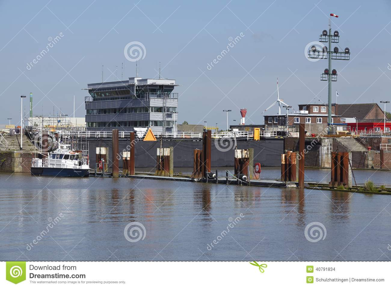 Download Brunsbuettel - Lockage To Kiel Canal (Nord-Ostsee-Canal) Editorial Stock Image - Image of water, brunsbuettel: 40791834